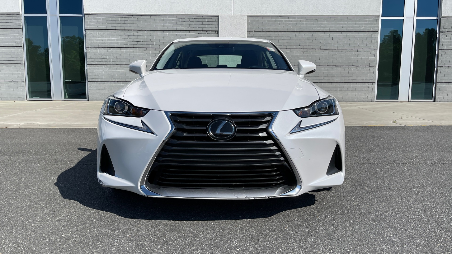 Used 2018 Lexus IS 300 / 2.0L TURBO / 8-SPD AUTO / SUNROOF / REARVIEW for sale $29,495 at Formula Imports in Charlotte NC 28227 13