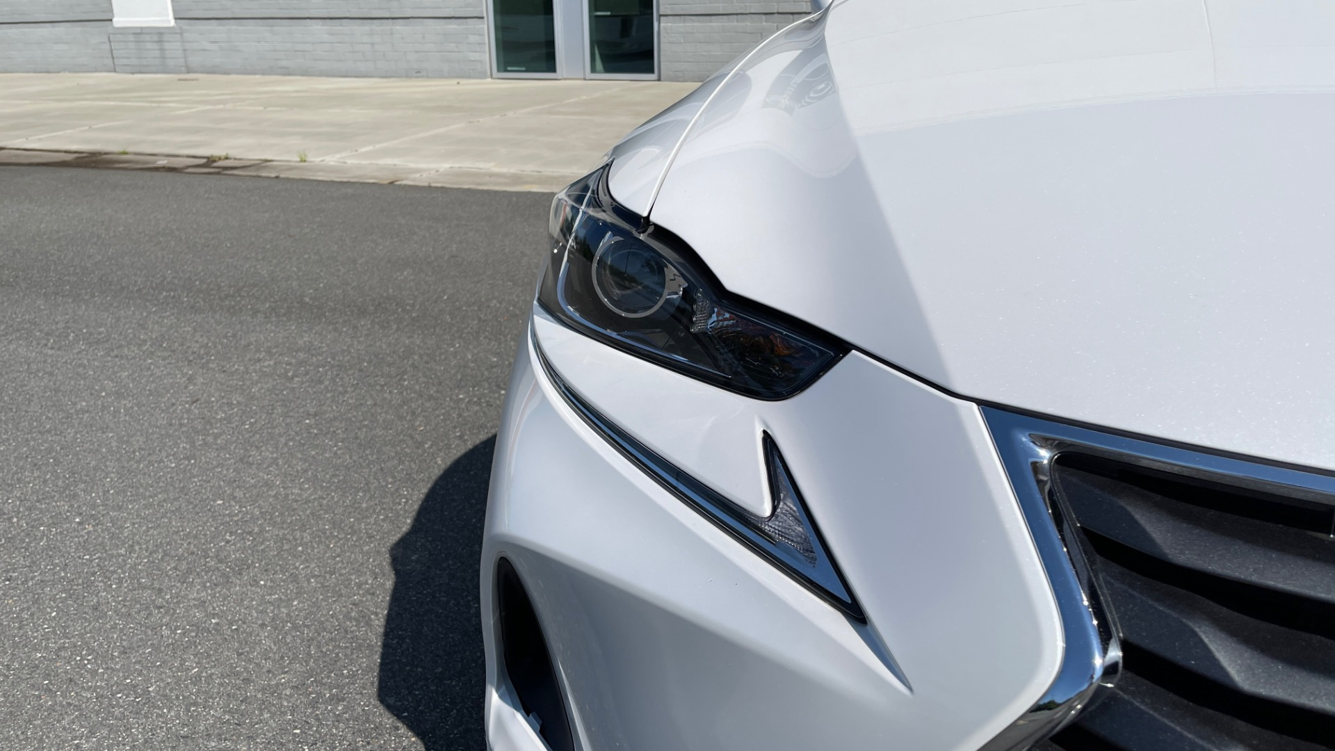 Used 2018 Lexus IS 300 / 2.0L TURBO / 8-SPD AUTO / SUNROOF / REARVIEW for sale $29,495 at Formula Imports in Charlotte NC 28227 14