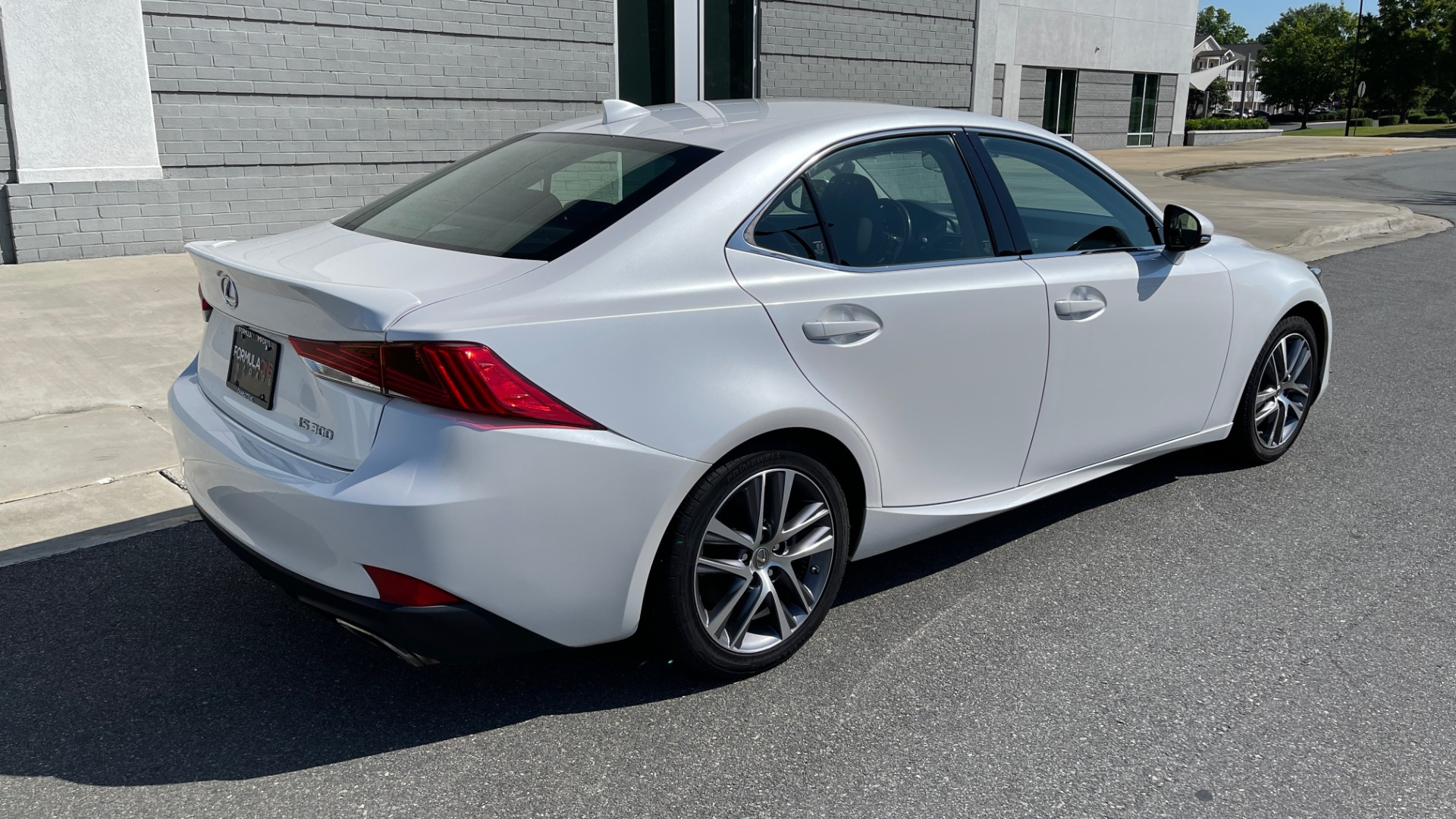 Used 2018 Lexus IS 300 / 2.0L TURBO / 8-SPD AUTO / SUNROOF / REARVIEW for sale $29,495 at Formula Imports in Charlotte NC 28227 2