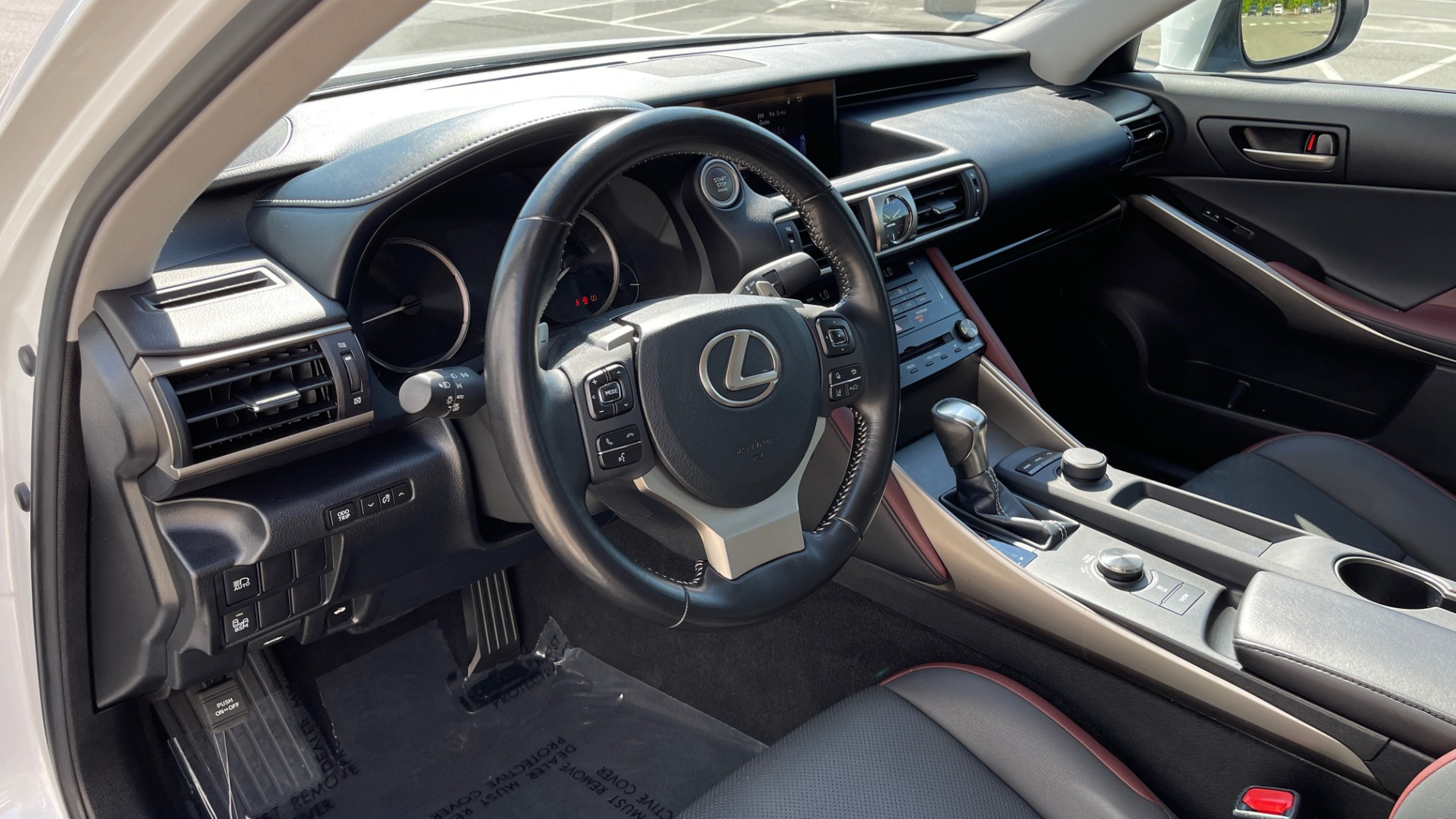 Used 2018 Lexus IS 300 / 2.0L TURBO / 8-SPD AUTO / SUNROOF / REARVIEW for sale $29,495 at Formula Imports in Charlotte NC 28227 33