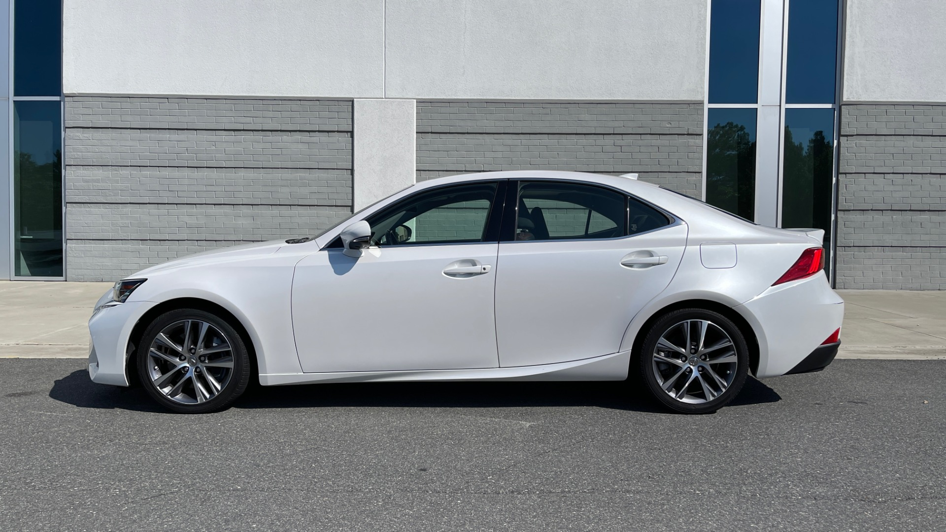 Used 2018 Lexus IS 300 / 2.0L TURBO / 8-SPD AUTO / SUNROOF / REARVIEW for sale $29,495 at Formula Imports in Charlotte NC 28227 4