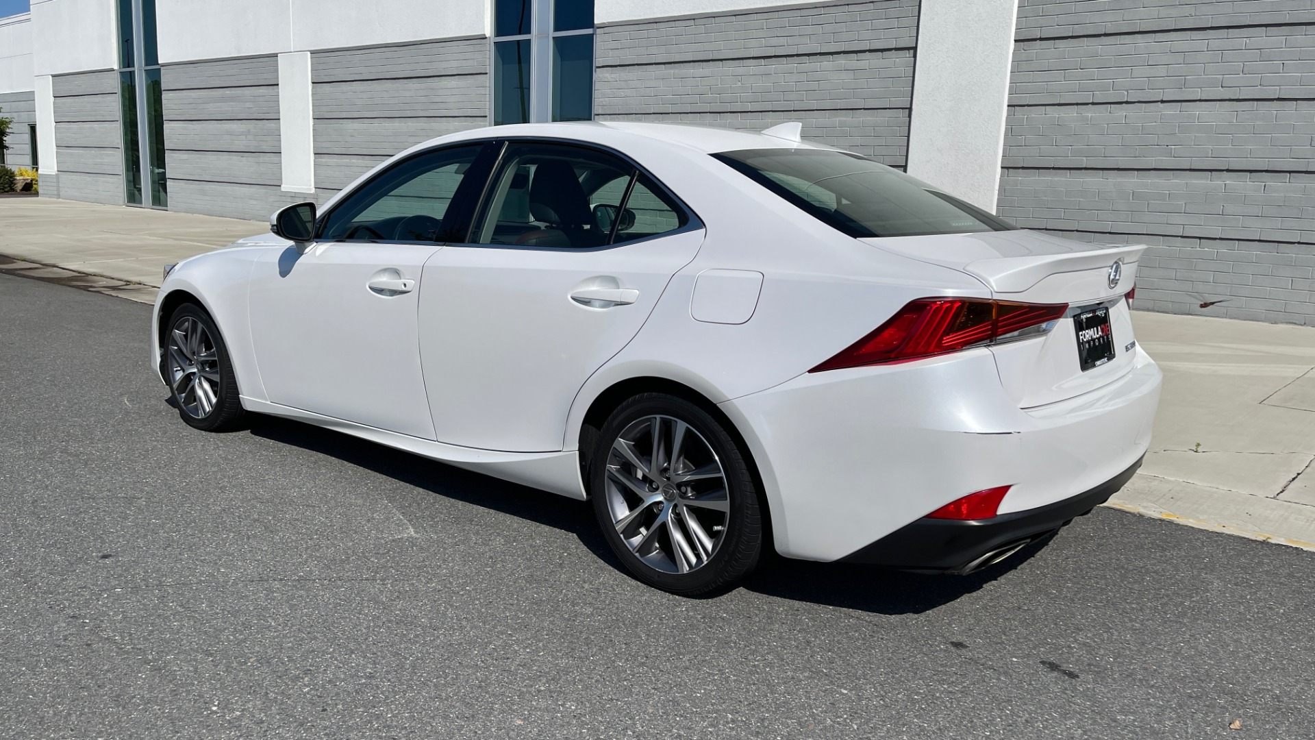 Used 2018 Lexus IS 300 / 2.0L TURBO / 8-SPD AUTO / SUNROOF / REARVIEW for sale $29,495 at Formula Imports in Charlotte NC 28227 5