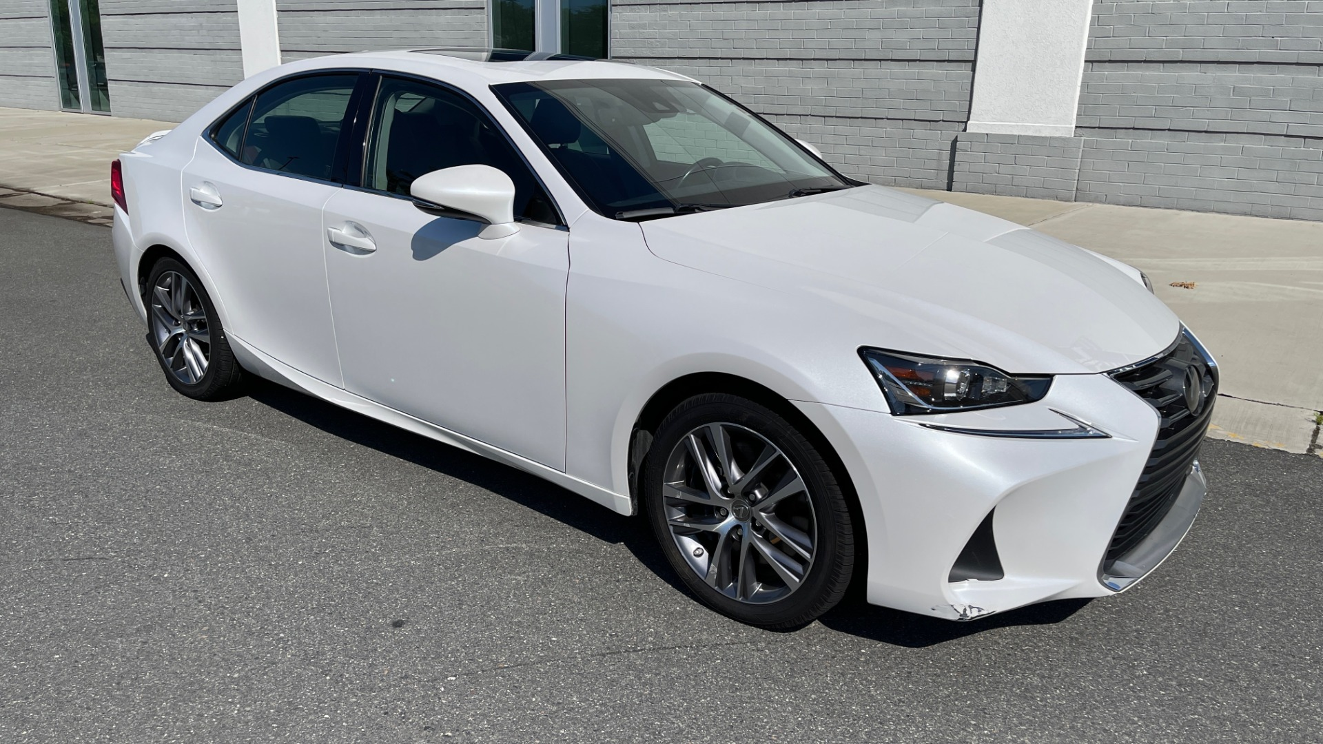Used 2018 Lexus IS 300 / 2.0L TURBO / 8-SPD AUTO / SUNROOF / REARVIEW for sale $29,495 at Formula Imports in Charlotte NC 28227 6