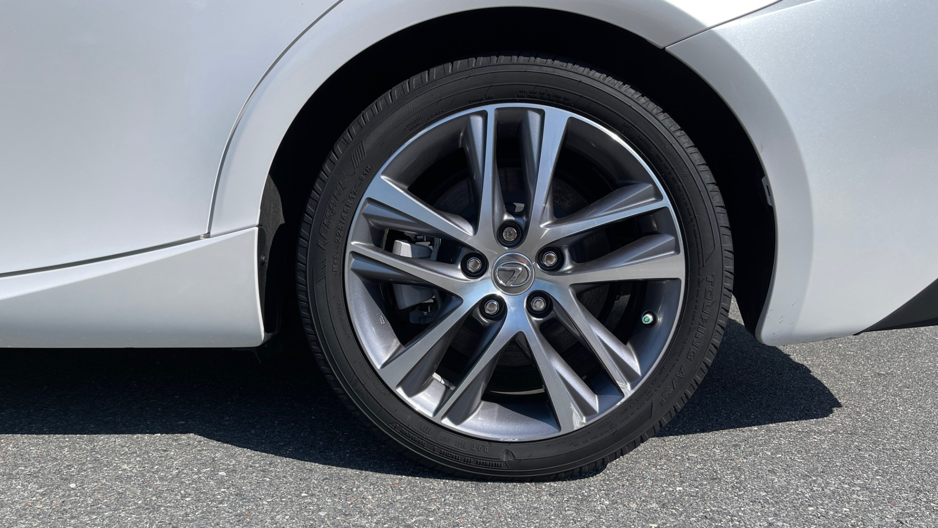 Used 2018 Lexus IS 300 / 2.0L TURBO / 8-SPD AUTO / SUNROOF / REARVIEW for sale $29,495 at Formula Imports in Charlotte NC 28227 67