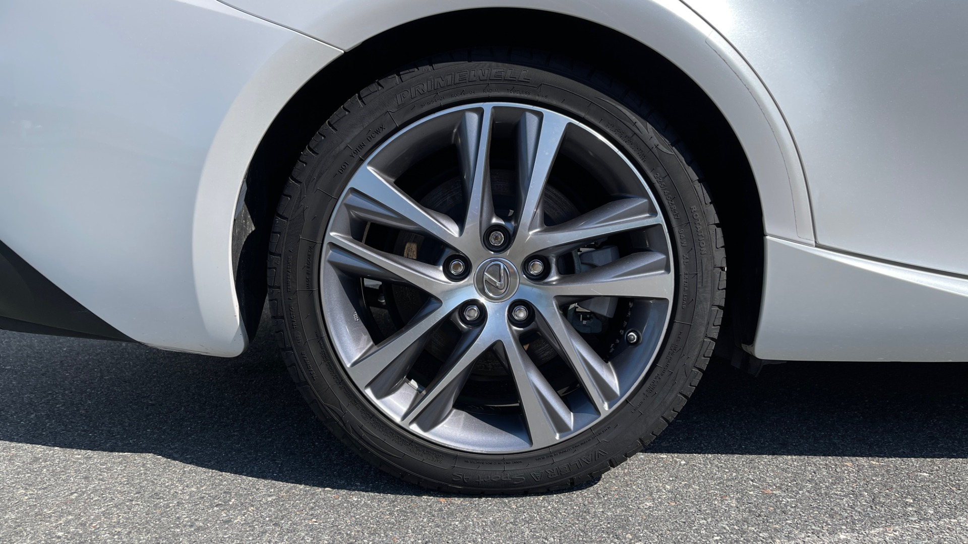 Used 2018 Lexus IS 300 / 2.0L TURBO / 8-SPD AUTO / SUNROOF / REARVIEW for sale $29,495 at Formula Imports in Charlotte NC 28227 68