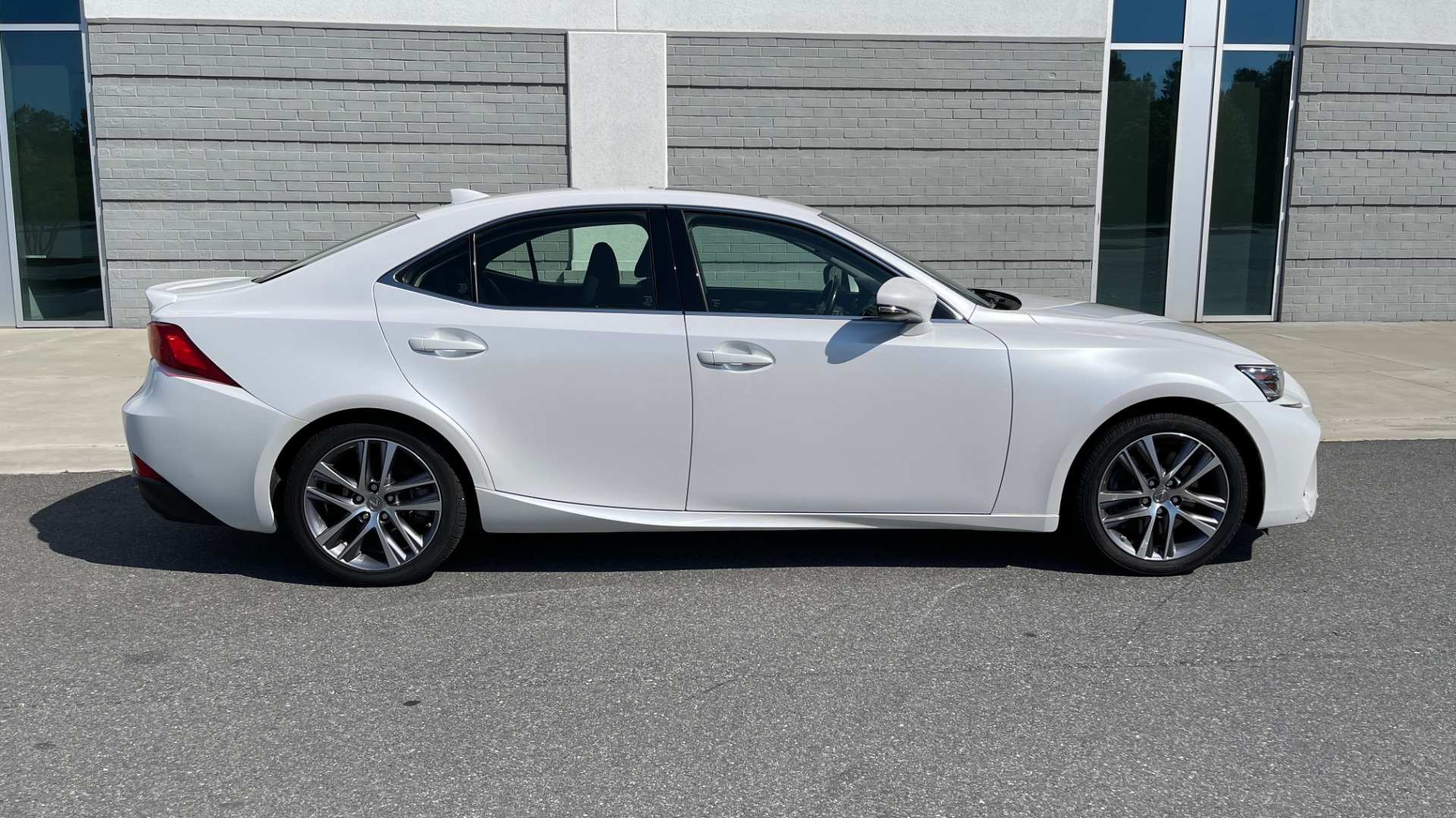 Used 2018 Lexus IS 300 / 2.0L TURBO / 8-SPD AUTO / SUNROOF / REARVIEW for sale $29,495 at Formula Imports in Charlotte NC 28227 7
