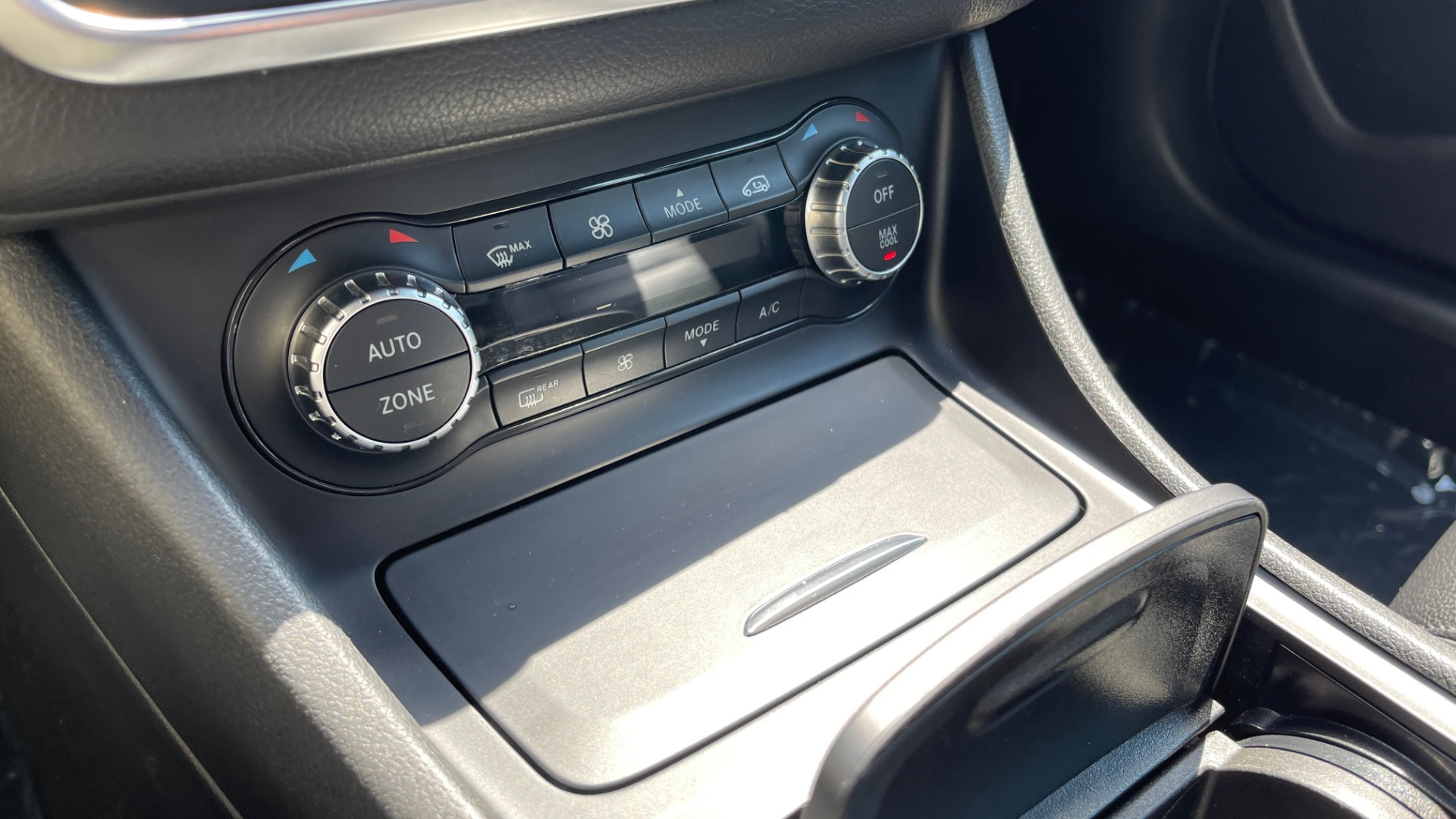 Used 2014 Mercedes-Benz CLA-Class 250 PREMIUM / NAV / MULTIMEDIA PKG / PANO-ROOF / REARVIEW for sale $19,495 at Formula Imports in Charlotte NC 28227 35