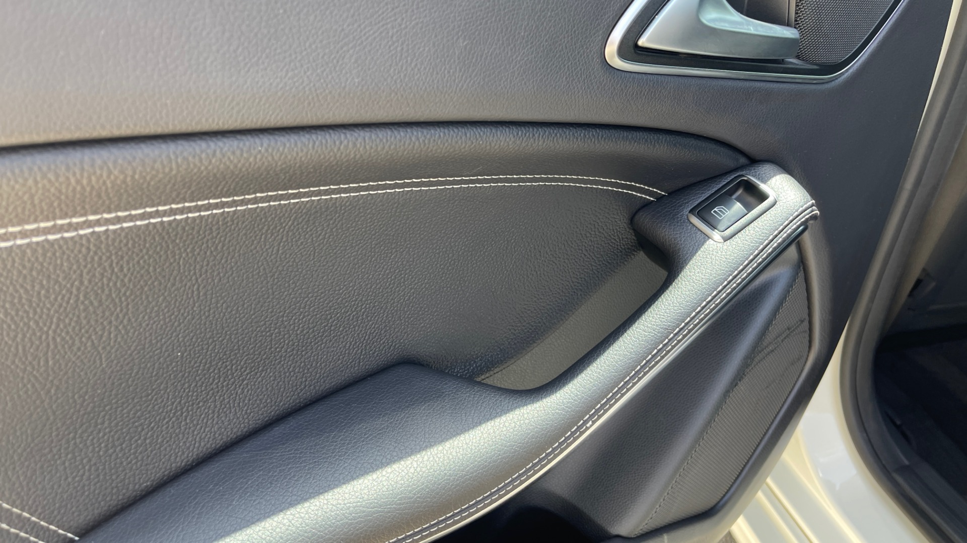 Used 2014 Mercedes-Benz CLA-Class 250 PREMIUM / NAV / MULTIMEDIA PKG / PANO-ROOF / REARVIEW for sale $19,495 at Formula Imports in Charlotte NC 28227 44