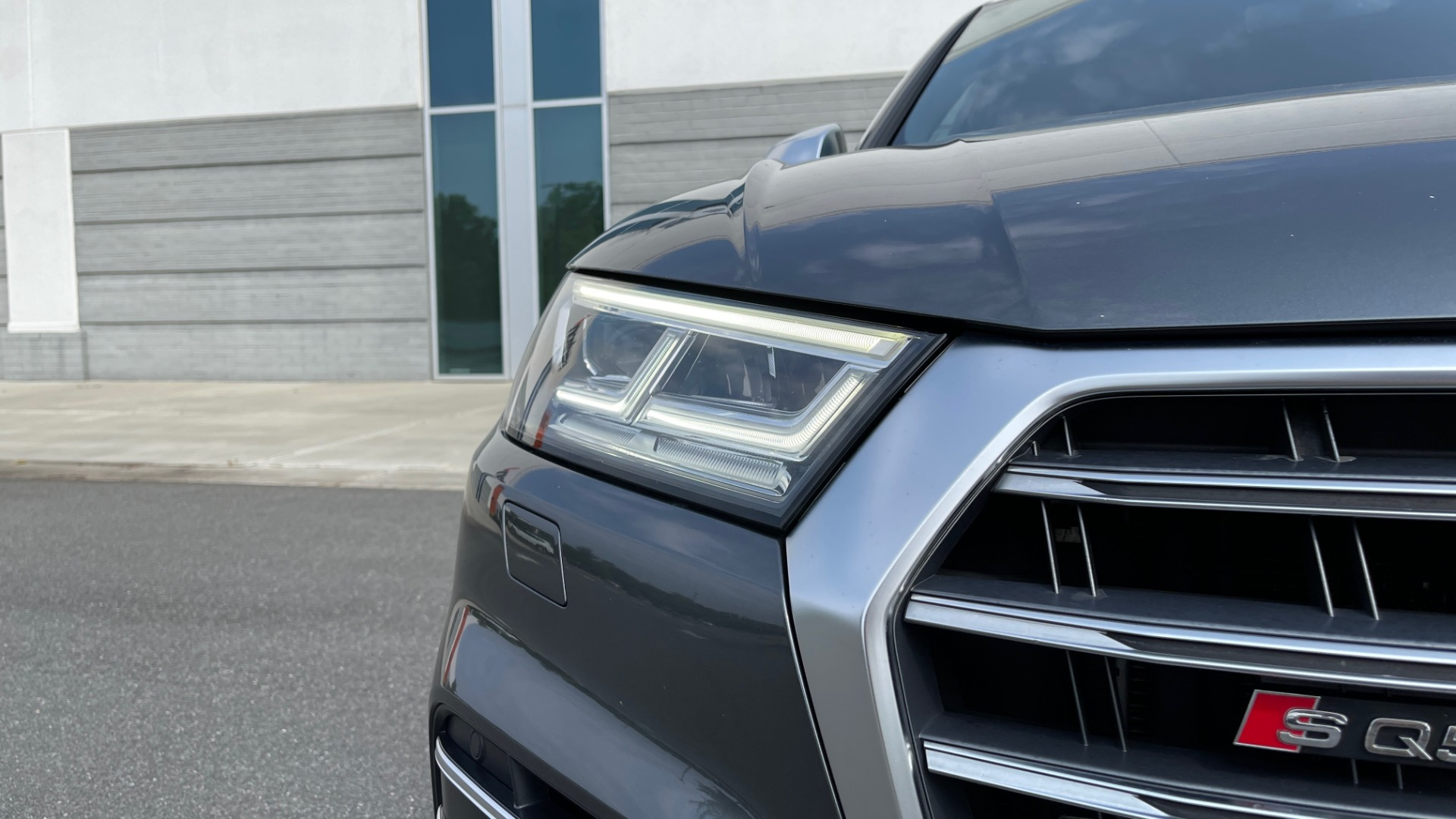 Used 2018 Audi SQ5 PREMIUM PLUS / S-SPORT / NAV / B&O SND / SUNROOF / REARVIEW for sale $43,995 at Formula Imports in Charlotte NC 28227 12