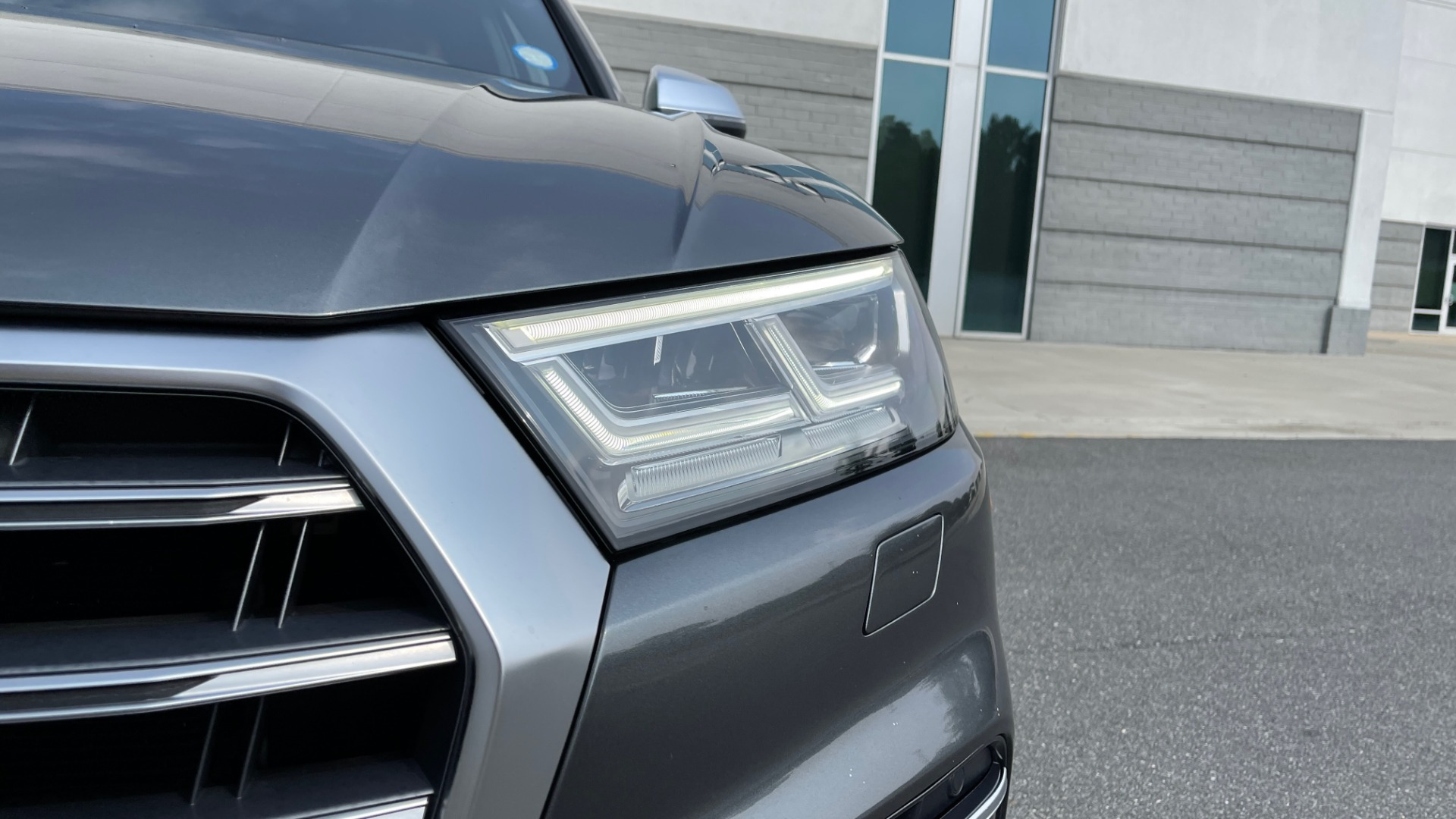 Used 2018 Audi SQ5 PREMIUM PLUS / S-SPORT / NAV / B&O SND / SUNROOF / REARVIEW for sale $43,995 at Formula Imports in Charlotte NC 28227 13