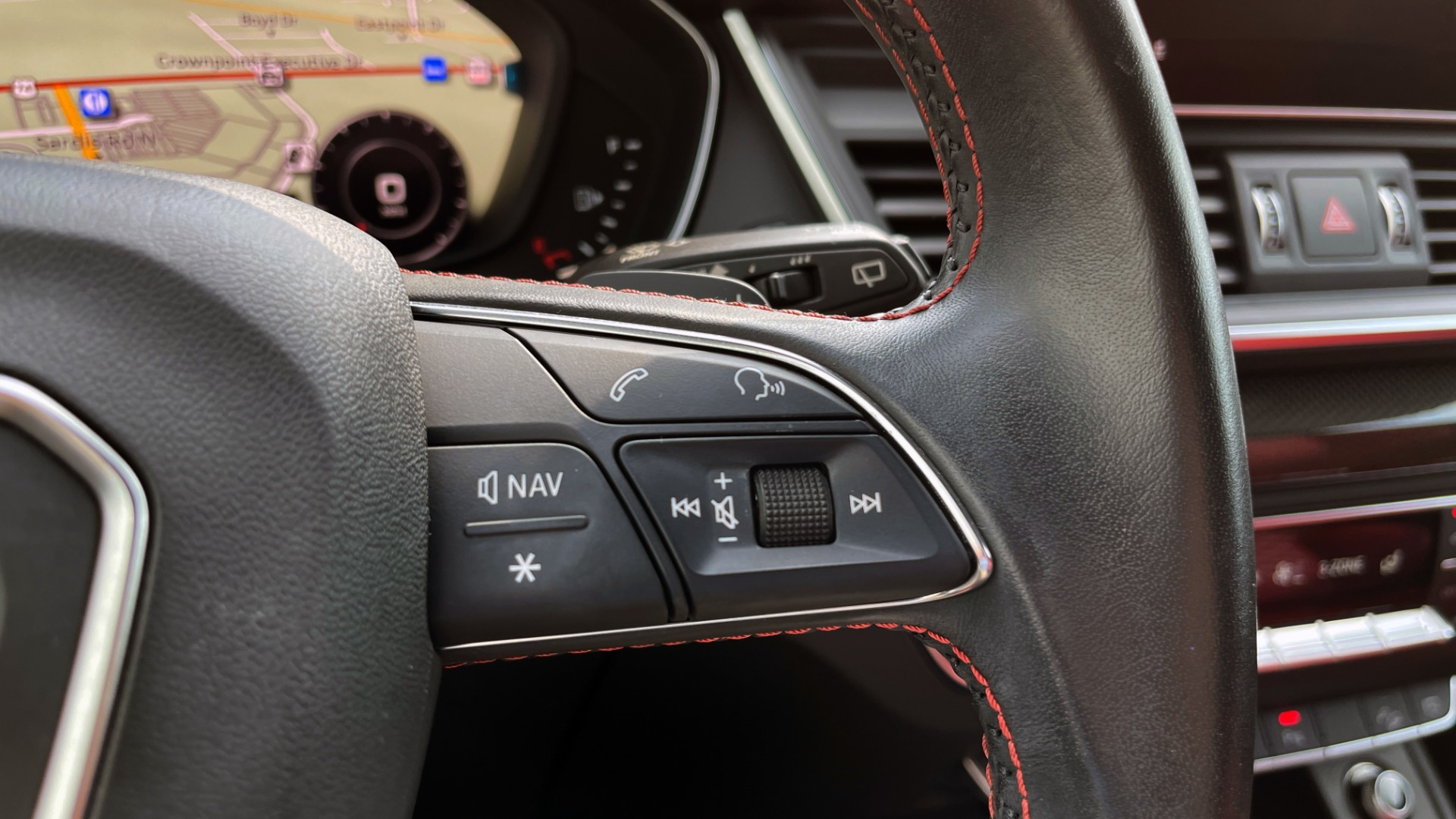 Used 2018 Audi SQ5 PREMIUM PLUS / S-SPORT / NAV / B&O SND / SUNROOF / REARVIEW for sale $43,995 at Formula Imports in Charlotte NC 28227 39