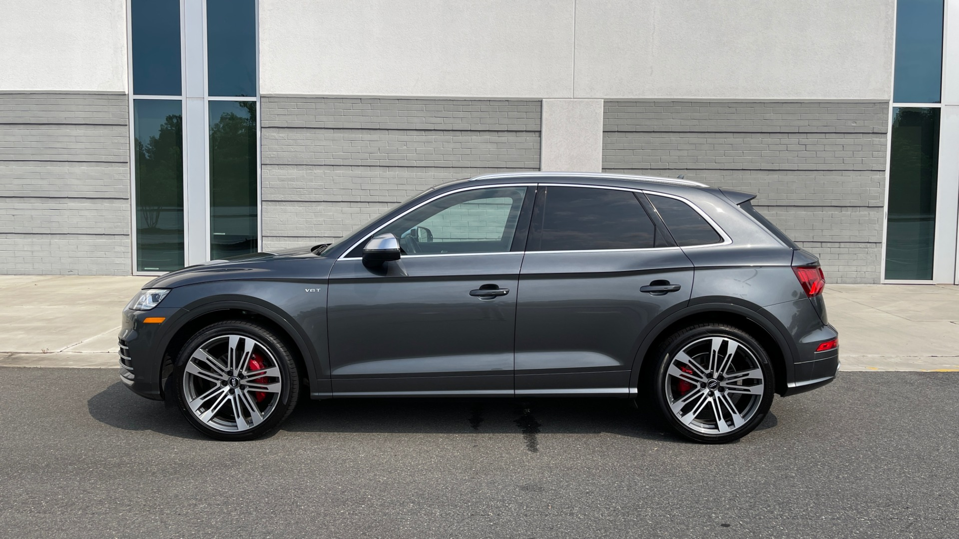 Used 2018 Audi SQ5 PREMIUM PLUS / S-SPORT / NAV / B&O SND / SUNROOF / REARVIEW for sale $43,995 at Formula Imports in Charlotte NC 28227 4