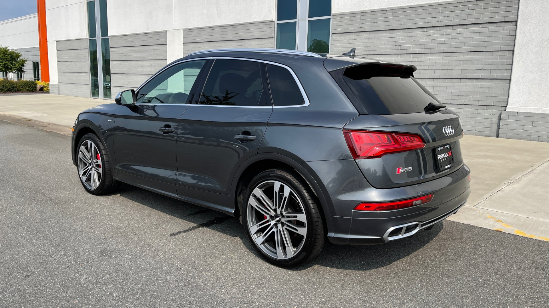 Used 2018 Audi SQ5 PREMIUM PLUS / S-SPORT / NAV / B&O SND / SUNROOF / REARVIEW for sale $43,995 at Formula Imports in Charlotte NC 28227 5