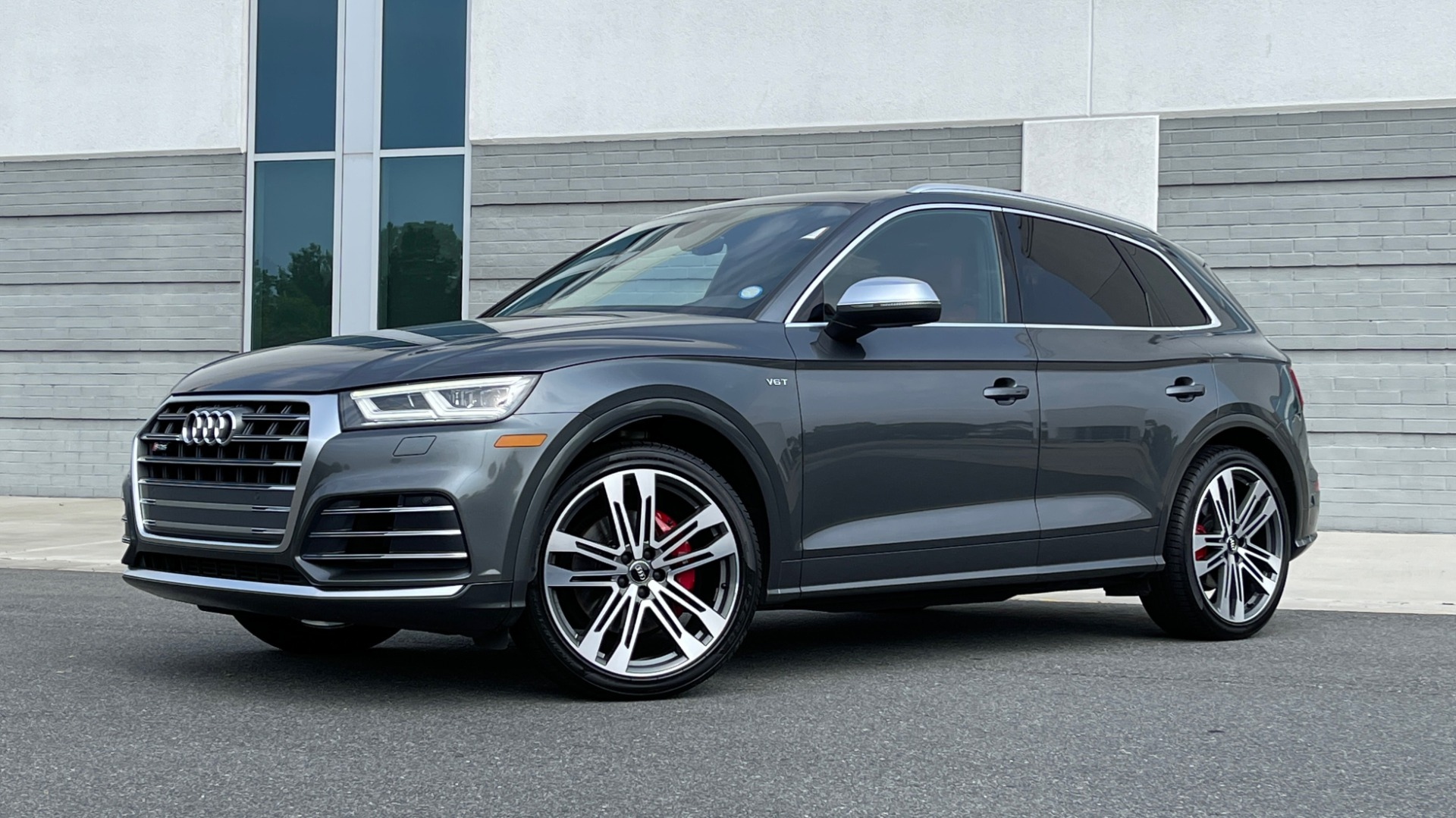 Used 2018 Audi SQ5 PREMIUM PLUS / S-SPORT / NAV / B&O SND / SUNROOF / REARVIEW for sale $43,995 at Formula Imports in Charlotte NC 28227 1