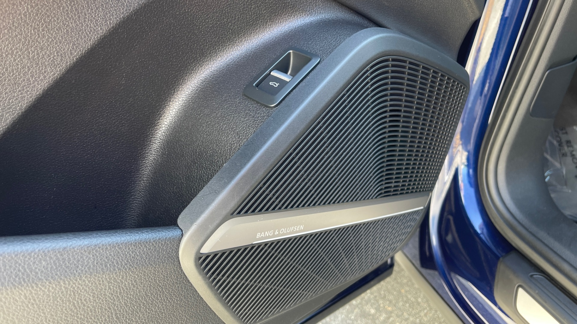 Used 2018 Audi Q5 PREMIUM PLUS / NAV / PANO-ROOF / PARK SYSTEM / REARVIEW for sale $33,695 at Formula Imports in Charlotte NC 28227 24