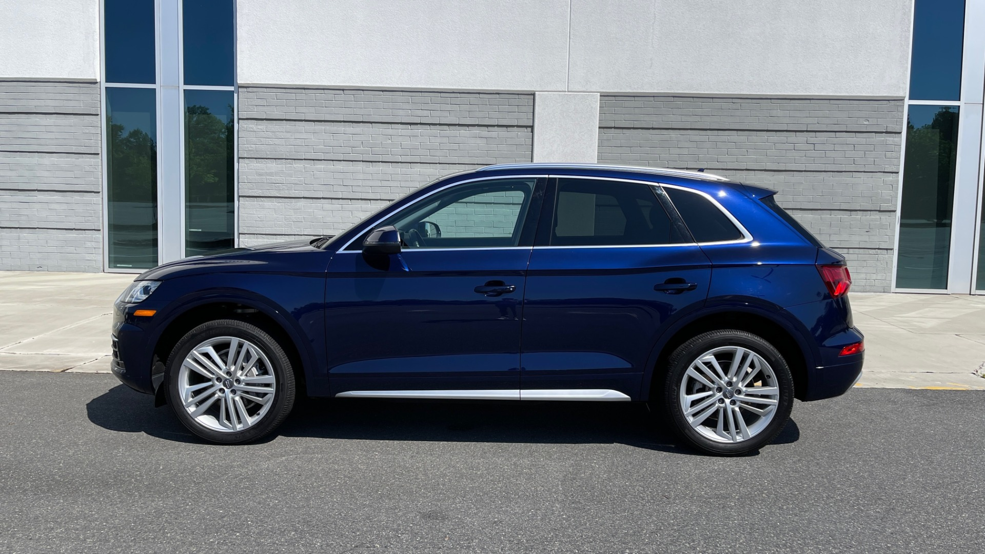 Used 2018 Audi Q5 PREMIUM PLUS / NAV / PANO-ROOF / PARK SYSTEM / REARVIEW for sale $33,695 at Formula Imports in Charlotte NC 28227 4