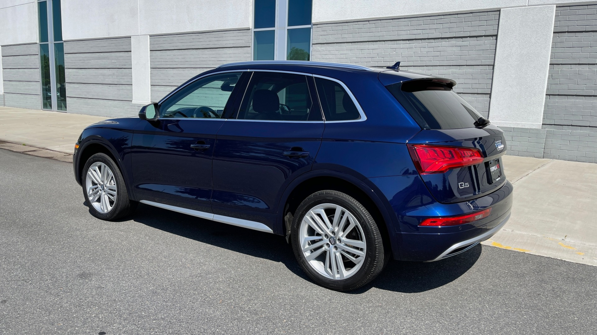 Used 2018 Audi Q5 PREMIUM PLUS / NAV / PANO-ROOF / PARK SYSTEM / REARVIEW for sale $33,695 at Formula Imports in Charlotte NC 28227 5