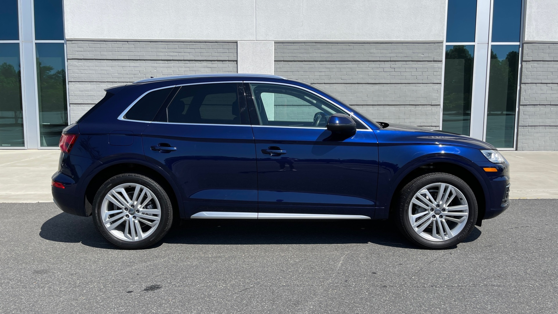 Used 2018 Audi Q5 PREMIUM PLUS / NAV / PANO-ROOF / PARK SYSTEM / REARVIEW for sale $33,695 at Formula Imports in Charlotte NC 28227 7