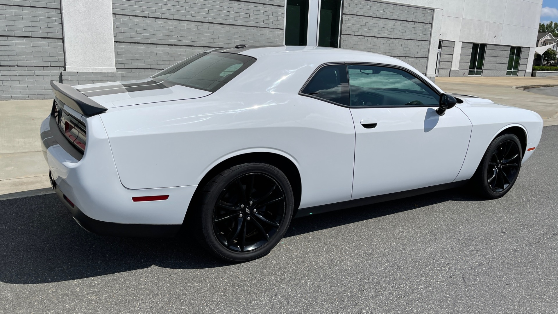 Used 2018 Dodge CHALLENGER SXT COUPE / BLACKTOP PKG / 3.6L V6 / 8-SPD AUTO / REARVIEW for sale $31,995 at Formula Imports in Charlotte NC 28227 2