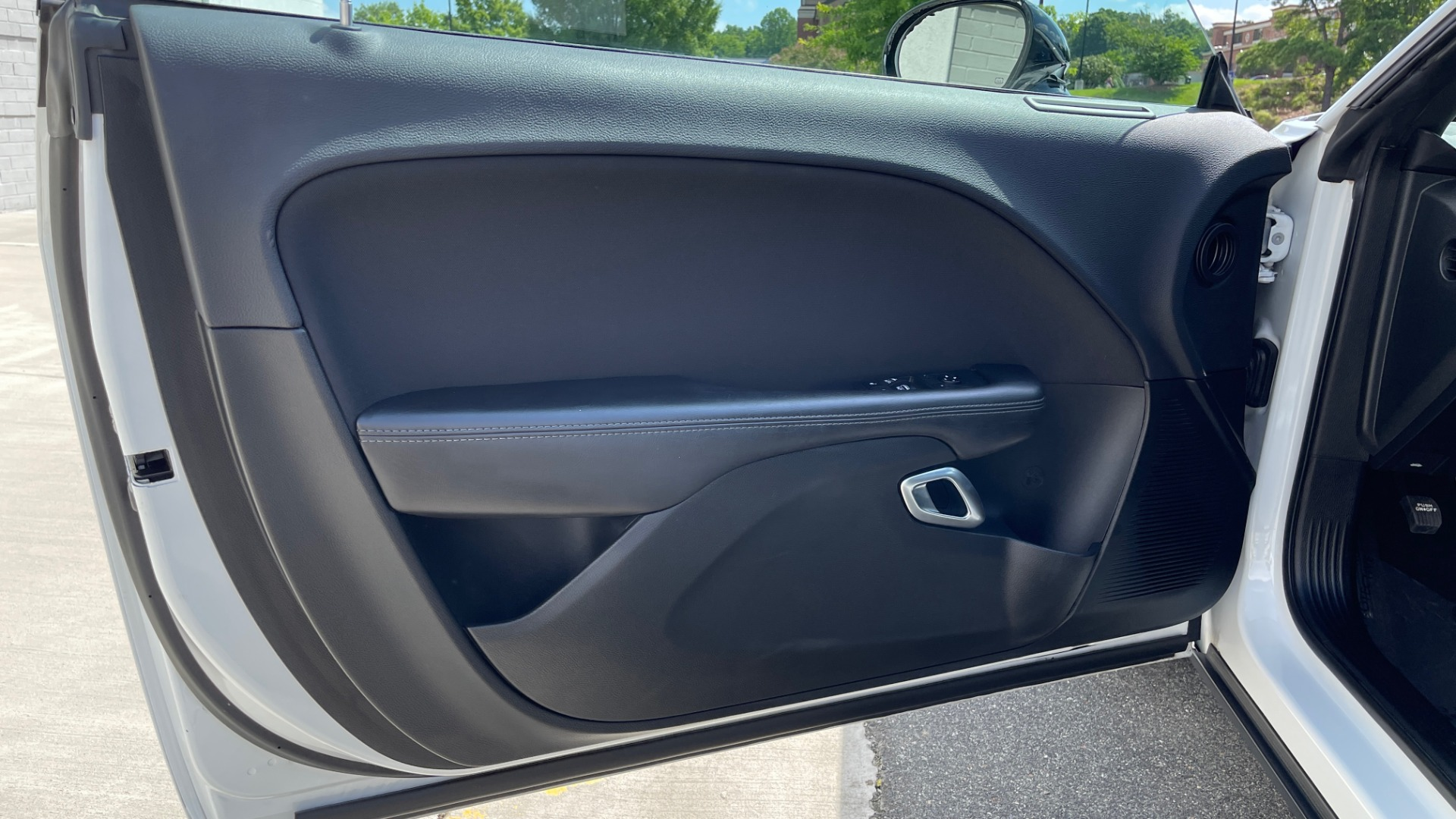 Used 2018 Dodge CHALLENGER SXT COUPE / BLACKTOP PKG / 3.6L V6 / 8-SPD AUTO / REARVIEW for sale $31,995 at Formula Imports in Charlotte NC 28227 26