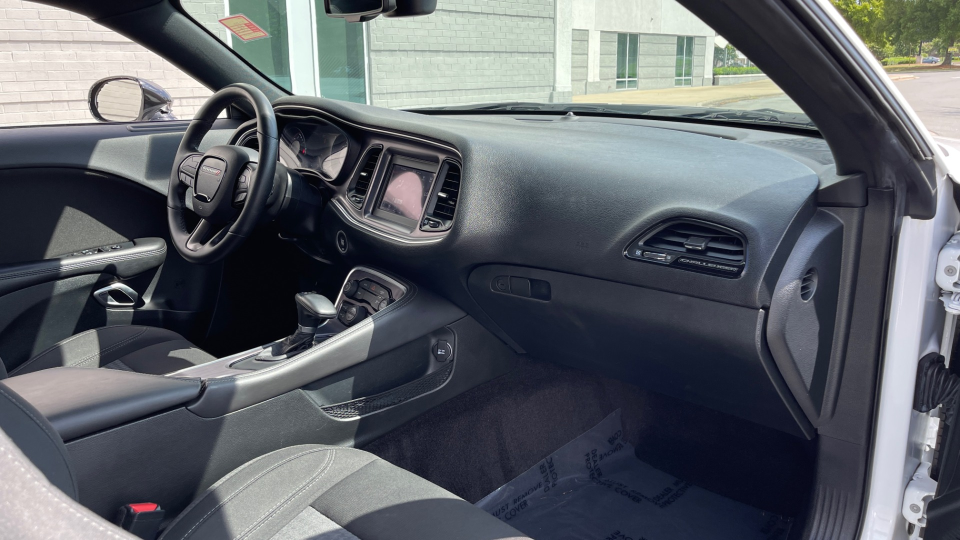 Used 2018 Dodge CHALLENGER SXT COUPE / BLACKTOP PKG / 3.6L V6 / 8-SPD AUTO / REARVIEW for sale $31,995 at Formula Imports in Charlotte NC 28227 53