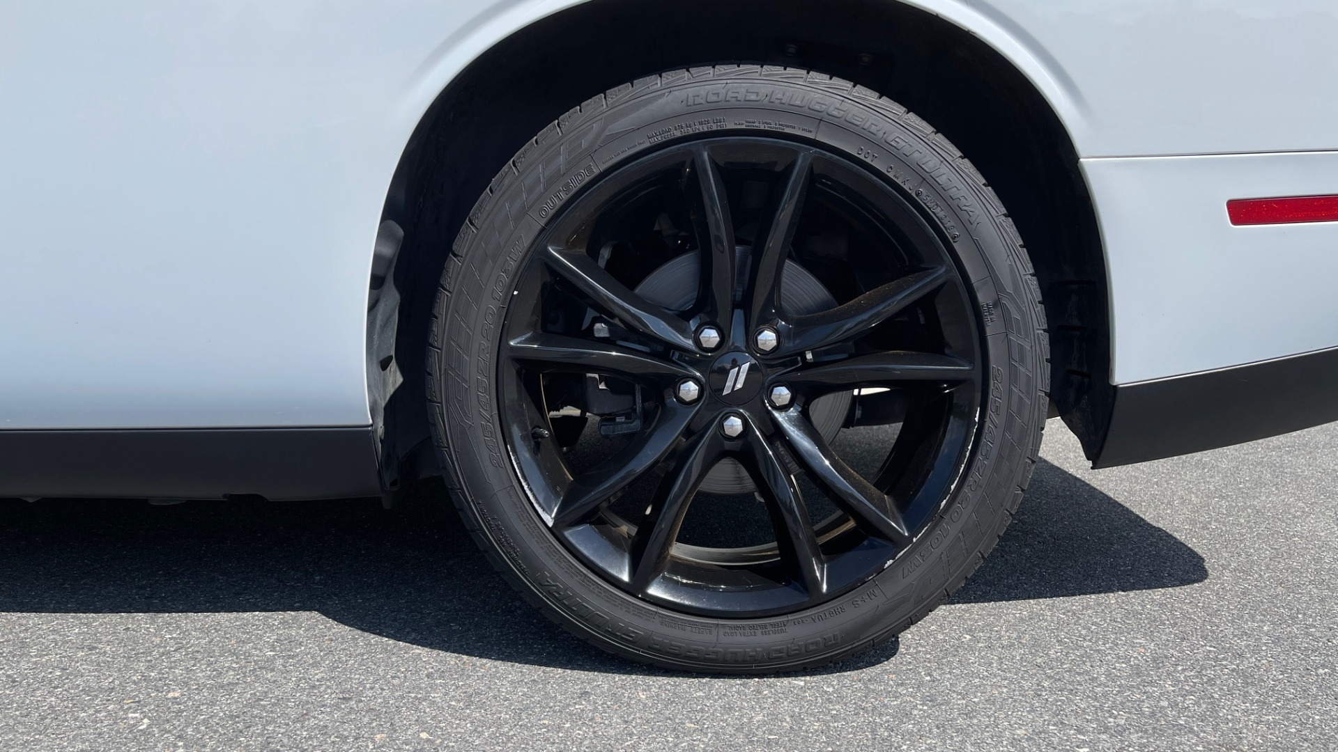 Used 2018 Dodge CHALLENGER SXT COUPE / BLACKTOP PKG / 3.6L V6 / 8-SPD AUTO / REARVIEW for sale $31,995 at Formula Imports in Charlotte NC 28227 58
