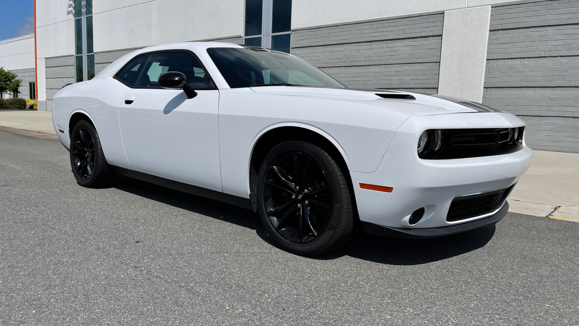 Used 2018 Dodge CHALLENGER SXT COUPE / BLACKTOP PKG / 3.6L V6 / 8-SPD AUTO / REARVIEW for sale $31,995 at Formula Imports in Charlotte NC 28227 6