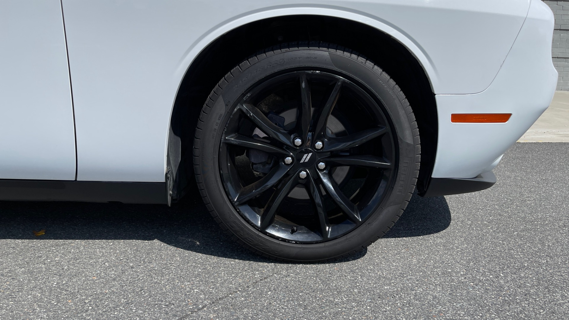 Used 2018 Dodge CHALLENGER SXT COUPE / BLACKTOP PKG / 3.6L V6 / 8-SPD AUTO / REARVIEW for sale $31,995 at Formula Imports in Charlotte NC 28227 60