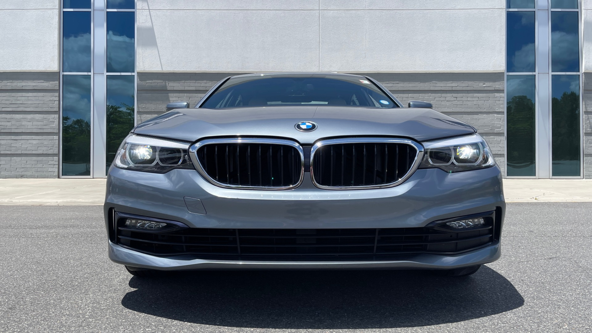 Used 2017 BMW 5 SERIES 530I PREMIUM / WIFI / NAV / SUNROOF / AUTO CLIMATE CONTROL for sale $31,795 at Formula Imports in Charlotte NC 28227 13