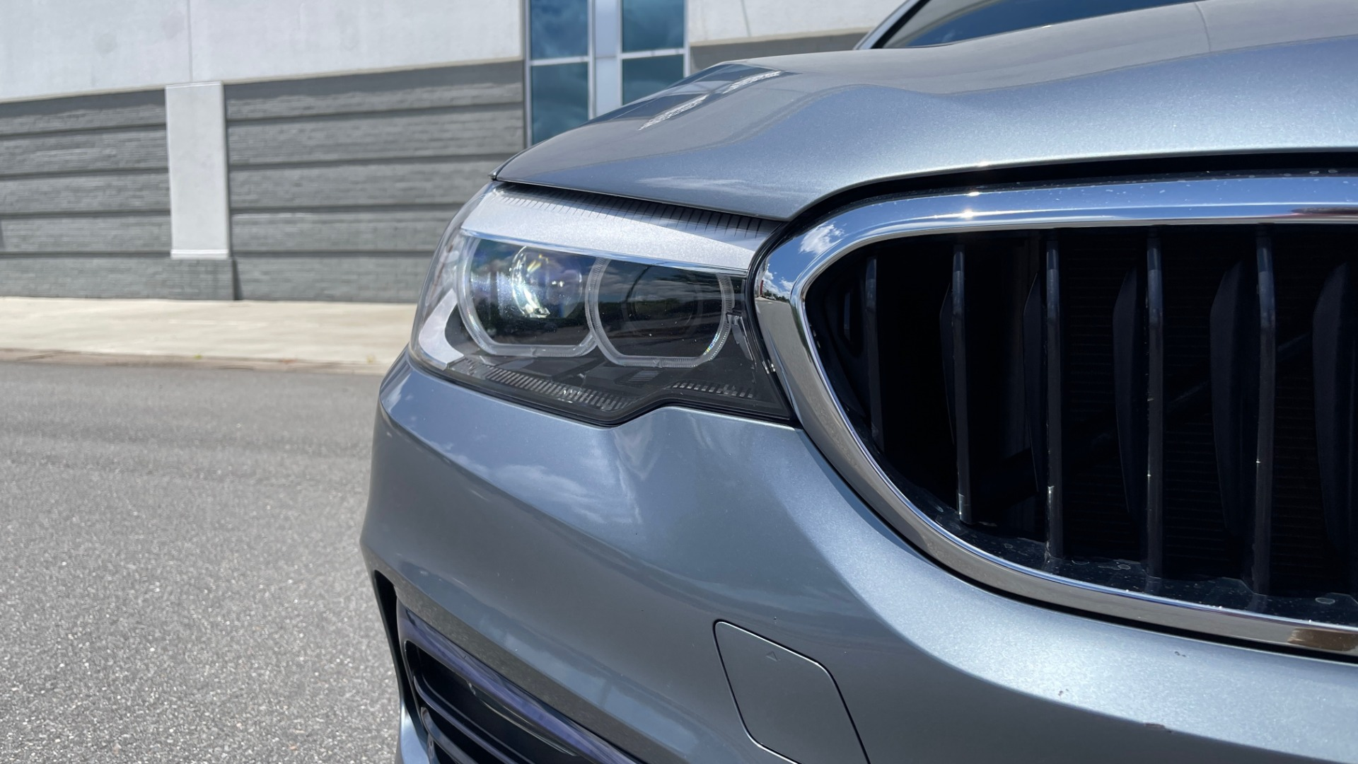 Used 2017 BMW 5 SERIES 530I PREMIUM / WIFI / NAV / SUNROOF / AUTO CLIMATE CONTROL for sale $31,795 at Formula Imports in Charlotte NC 28227 14