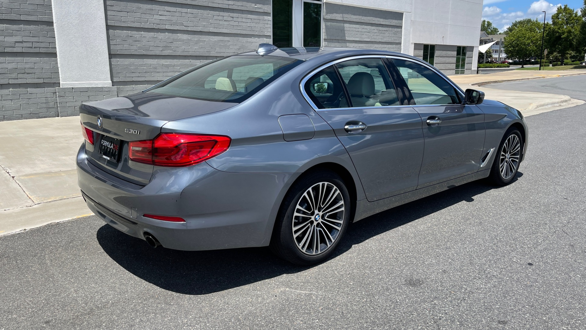 Used 2017 BMW 5 SERIES 530I PREMIUM / WIFI / NAV / SUNROOF / AUTO CLIMATE CONTROL for sale $31,795 at Formula Imports in Charlotte NC 28227 2