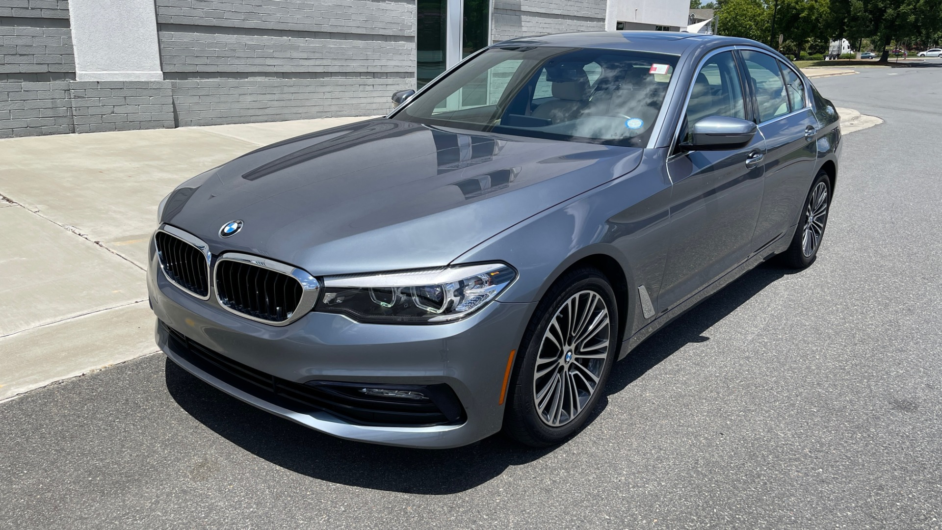Used 2017 BMW 5 SERIES 530I PREMIUM / WIFI / NAV / SUNROOF / AUTO CLIMATE CONTROL for sale $31,795 at Formula Imports in Charlotte NC 28227 3