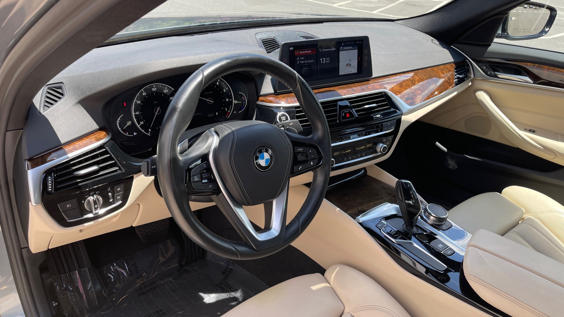 Used 2017 BMW 5 SERIES 530I PREMIUM / WIFI / NAV / SUNROOF / AUTO CLIMATE CONTROL for sale $31,795 at Formula Imports in Charlotte NC 28227 34