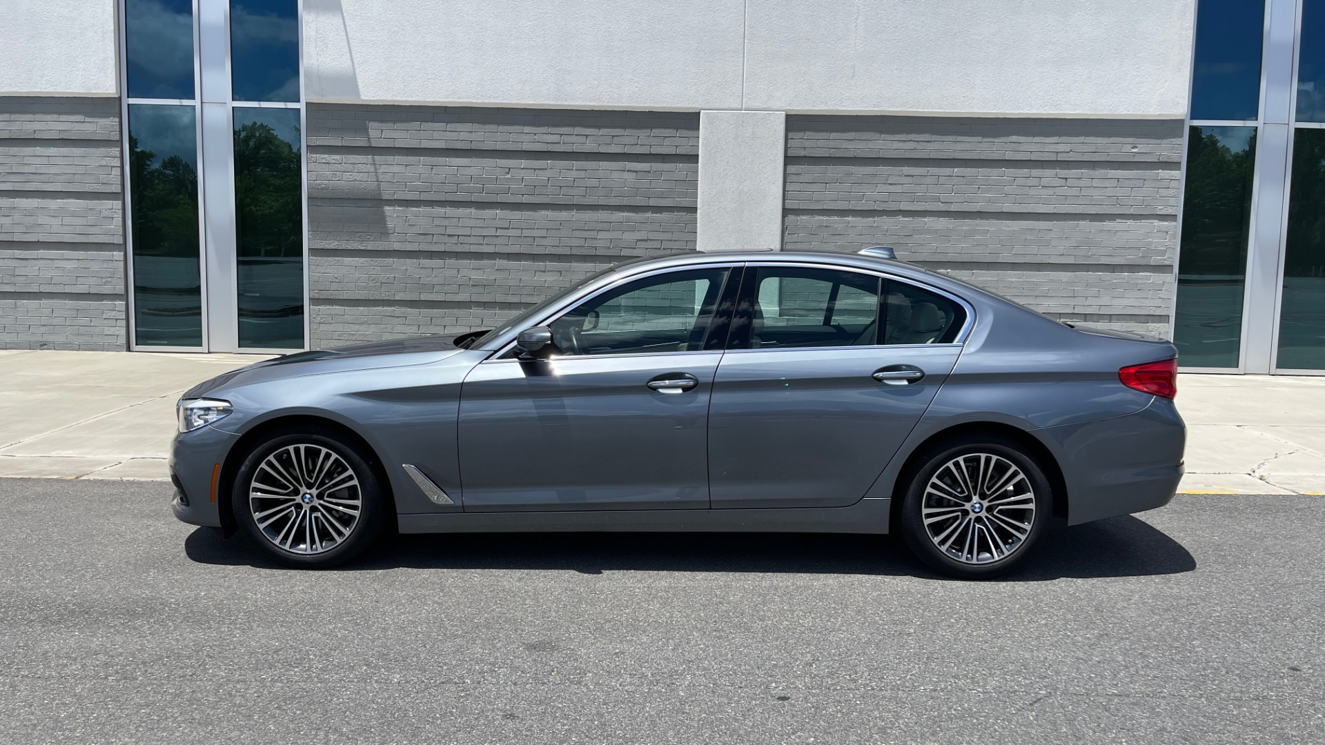 Used 2017 BMW 5 SERIES 530I PREMIUM / WIFI / NAV / SUNROOF / AUTO CLIMATE CONTROL for sale $31,795 at Formula Imports in Charlotte NC 28227 4