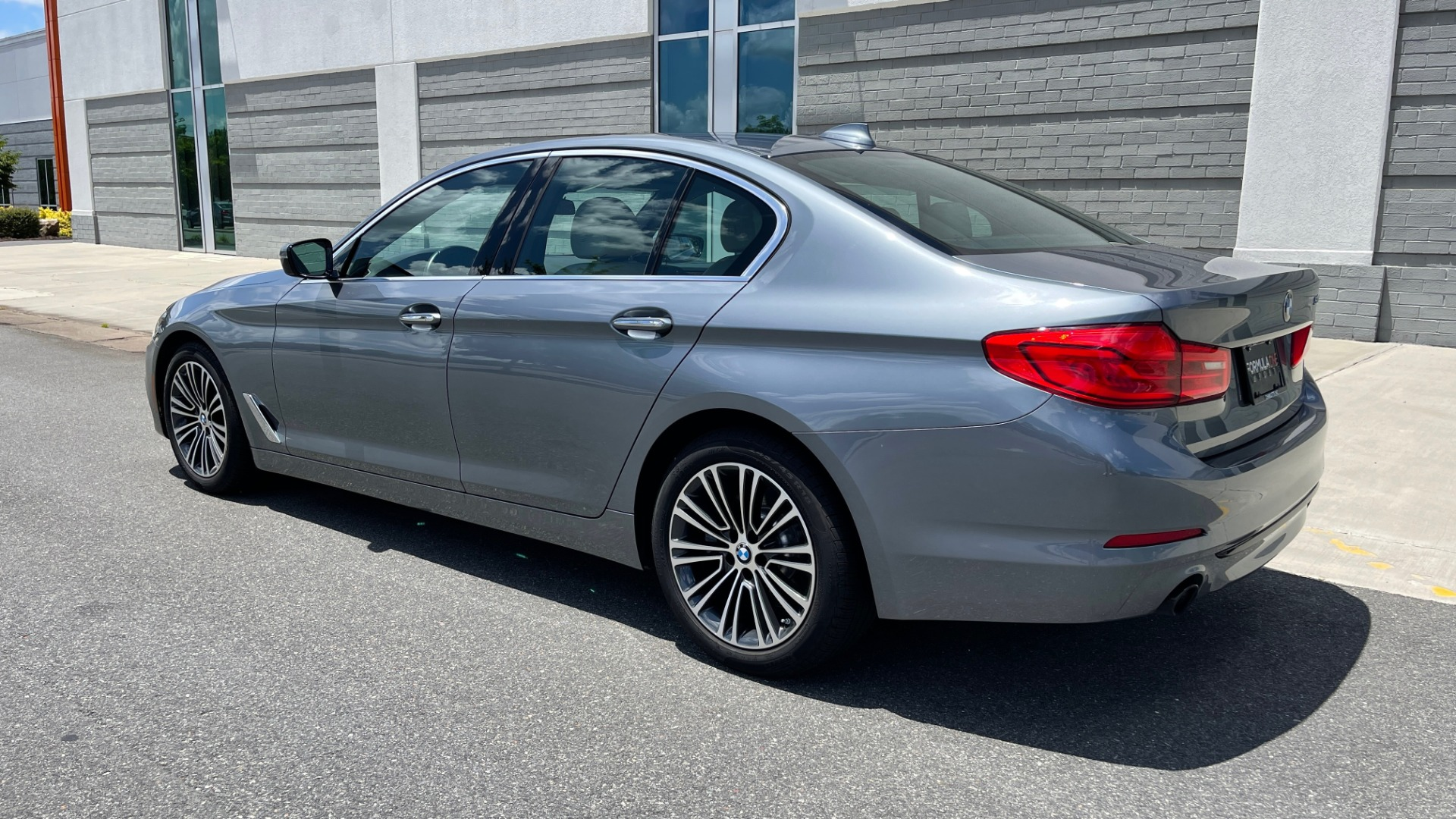 Used 2017 BMW 5 SERIES 530I PREMIUM / WIFI / NAV / SUNROOF / AUTO CLIMATE CONTROL for sale $31,795 at Formula Imports in Charlotte NC 28227 5