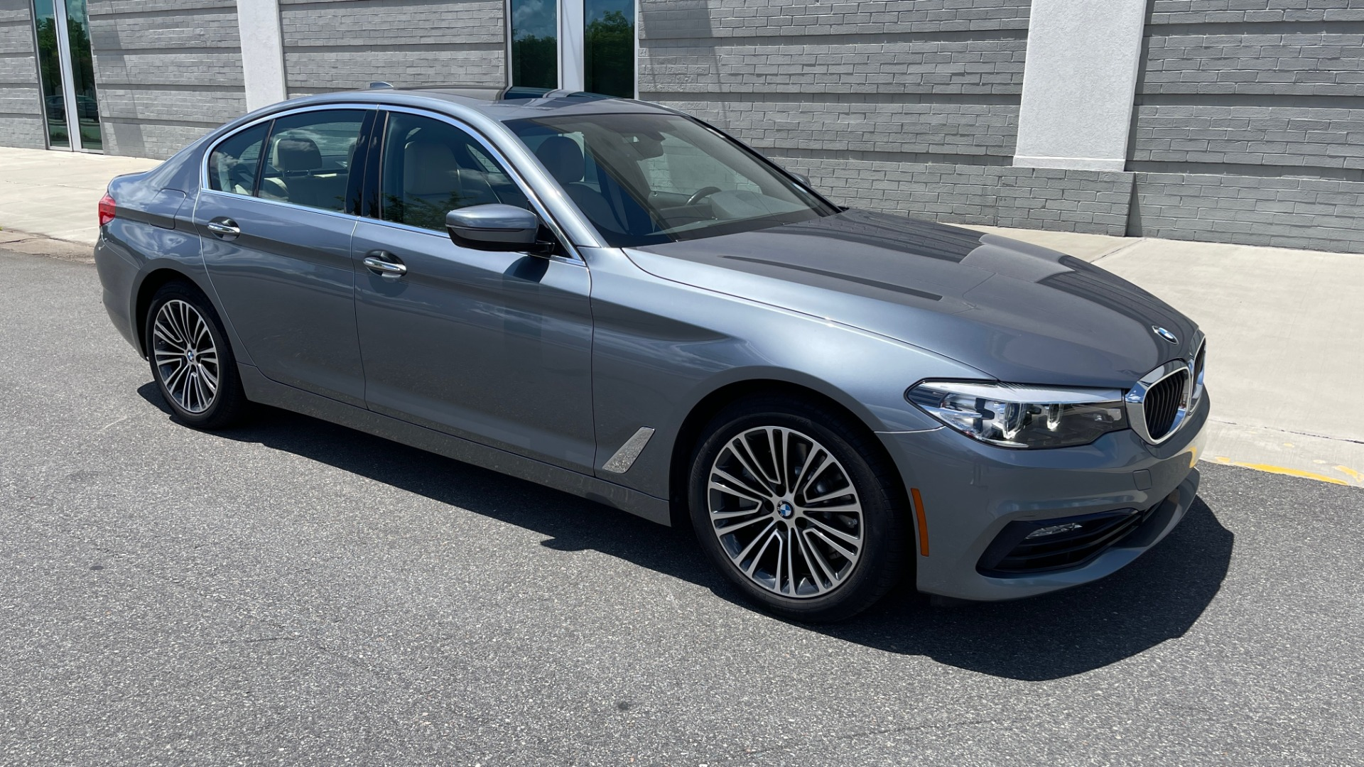Used 2017 BMW 5 SERIES 530I PREMIUM / WIFI / NAV / SUNROOF / AUTO CLIMATE CONTROL for sale $31,795 at Formula Imports in Charlotte NC 28227 6