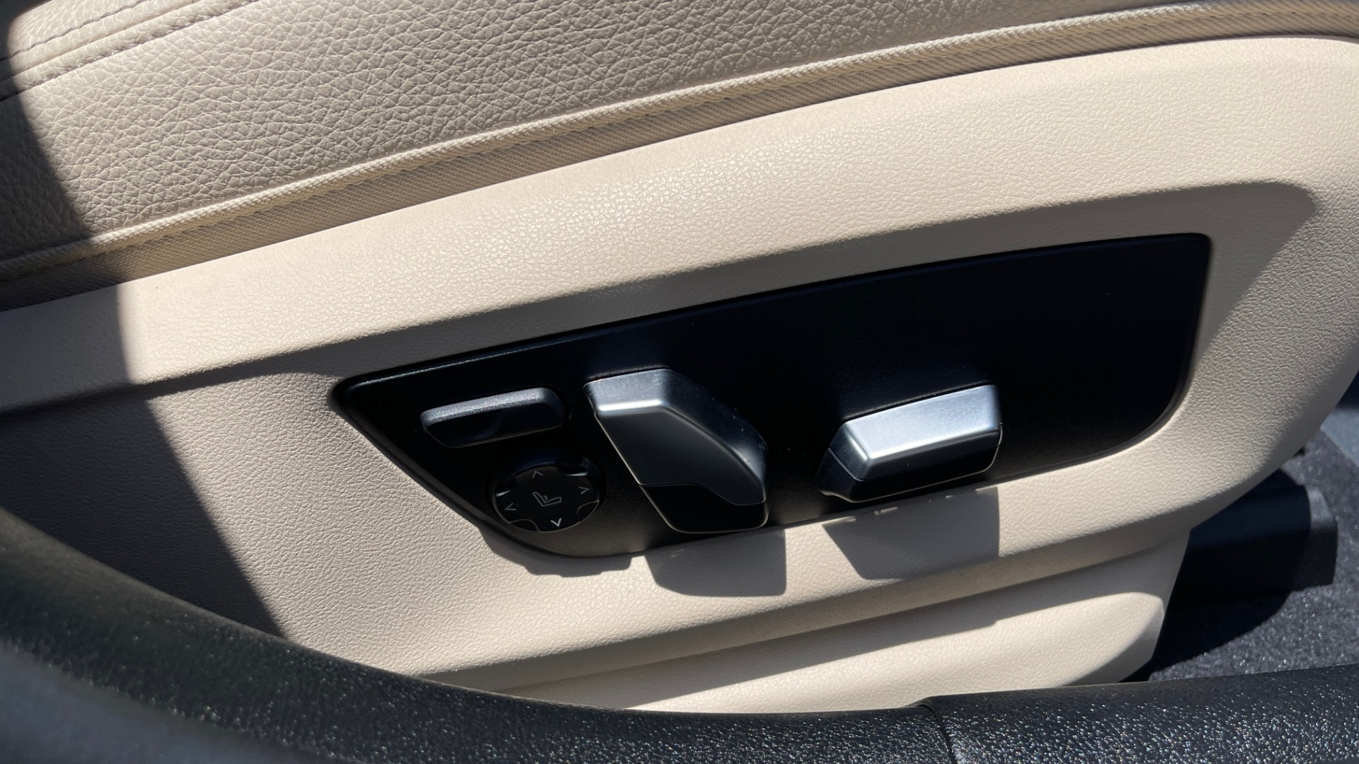 Used 2017 BMW 5 SERIES 530I PREMIUM / WIFI / NAV / SUNROOF / AUTO CLIMATE CONTROL for sale $31,795 at Formula Imports in Charlotte NC 28227 66