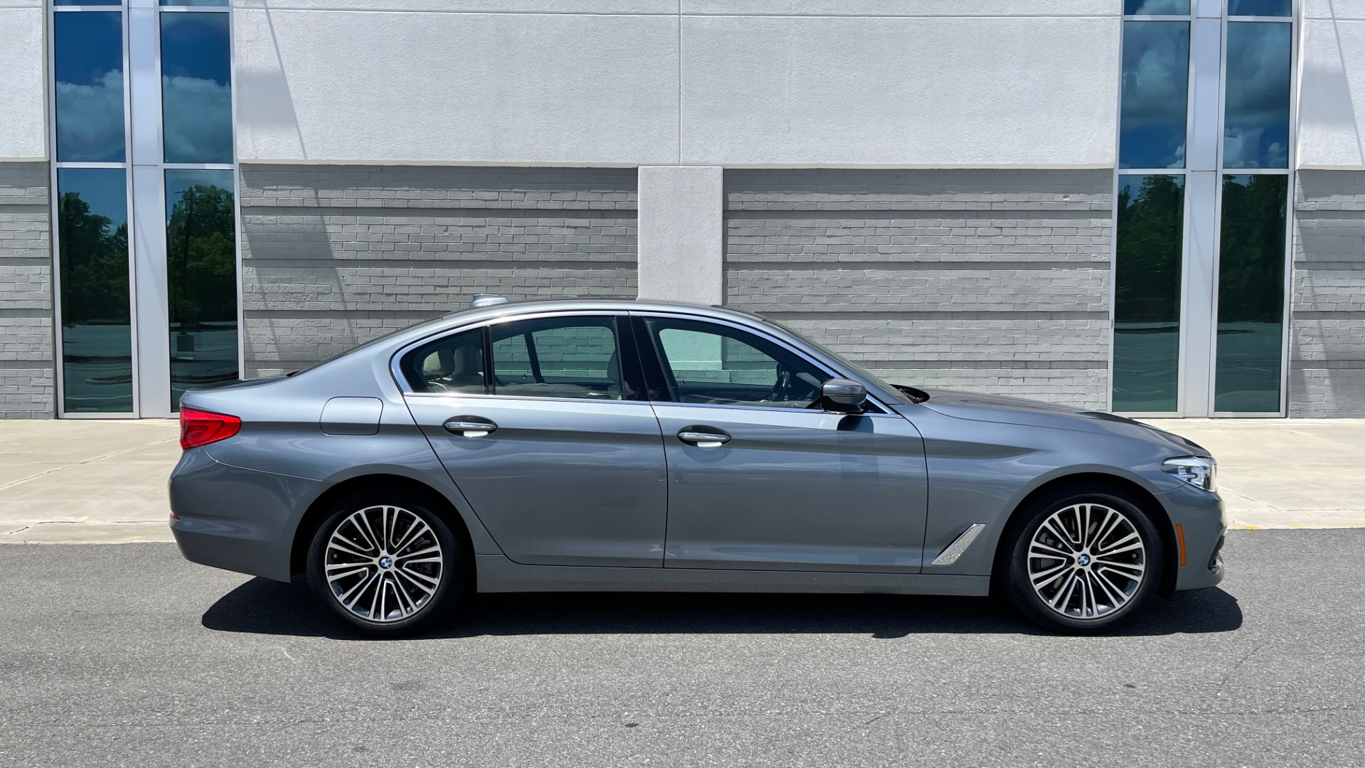 Used 2017 BMW 5 SERIES 530I PREMIUM / WIFI / NAV / SUNROOF / AUTO CLIMATE CONTROL for sale $31,795 at Formula Imports in Charlotte NC 28227 7