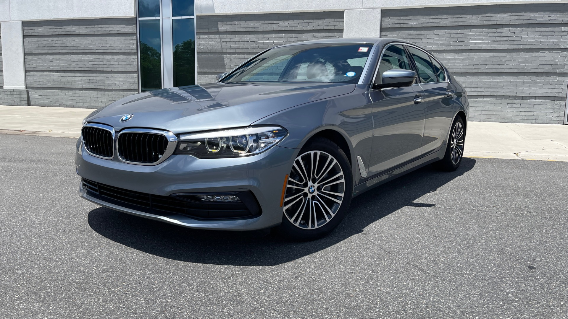 Used 2017 BMW 5 SERIES 530I PREMIUM / WIFI / NAV / SUNROOF / AUTO CLIMATE CONTROL for sale $31,795 at Formula Imports in Charlotte NC 28227 1