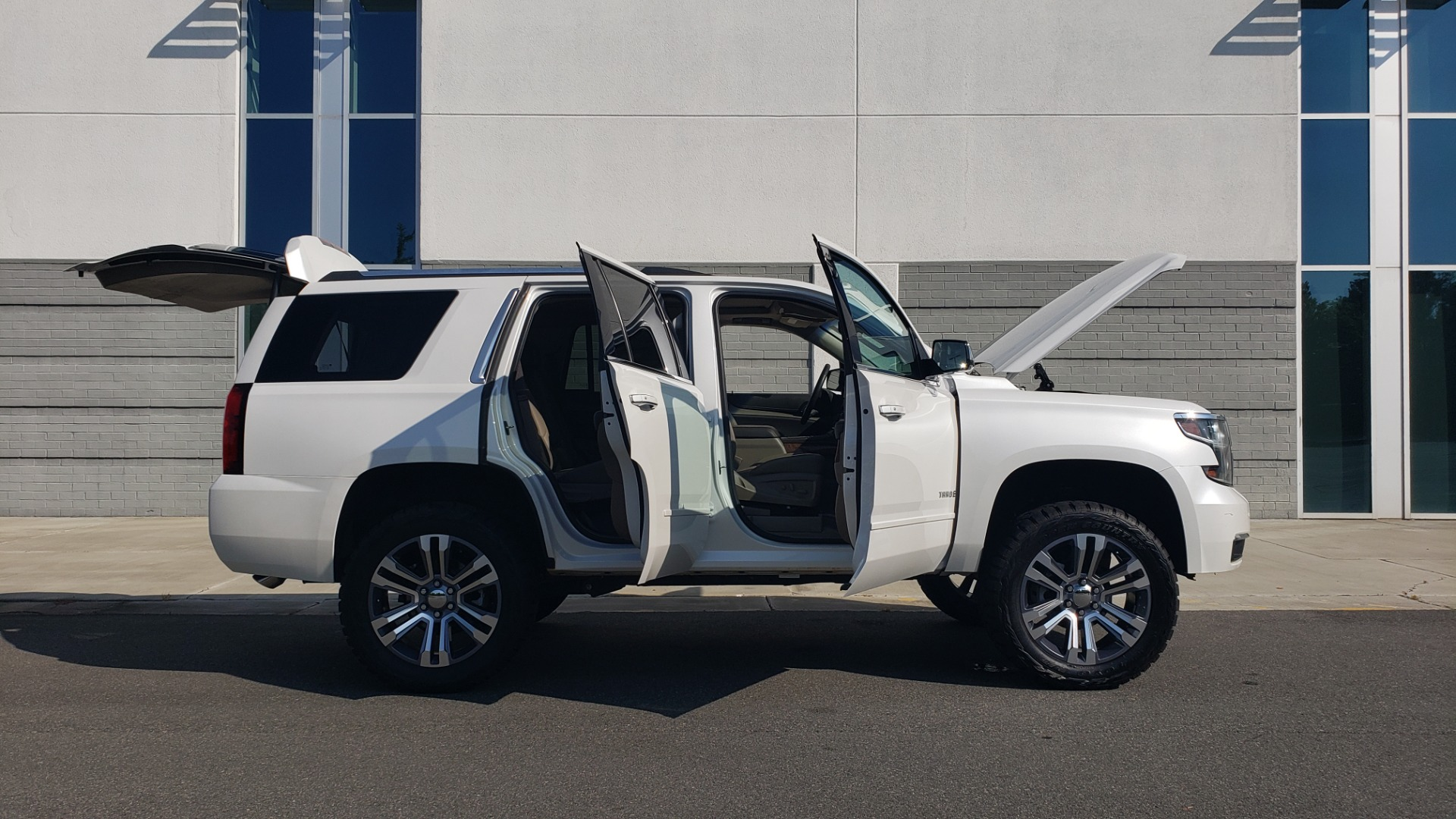 Used 2018 Chevrolet TAHOE PREMIER 4X4 / NAV / BOSE / SUNROOF / ENT SYS / 3-ROW / REARVIEW for sale $55,995 at Formula Imports in Charlotte NC 28227 11