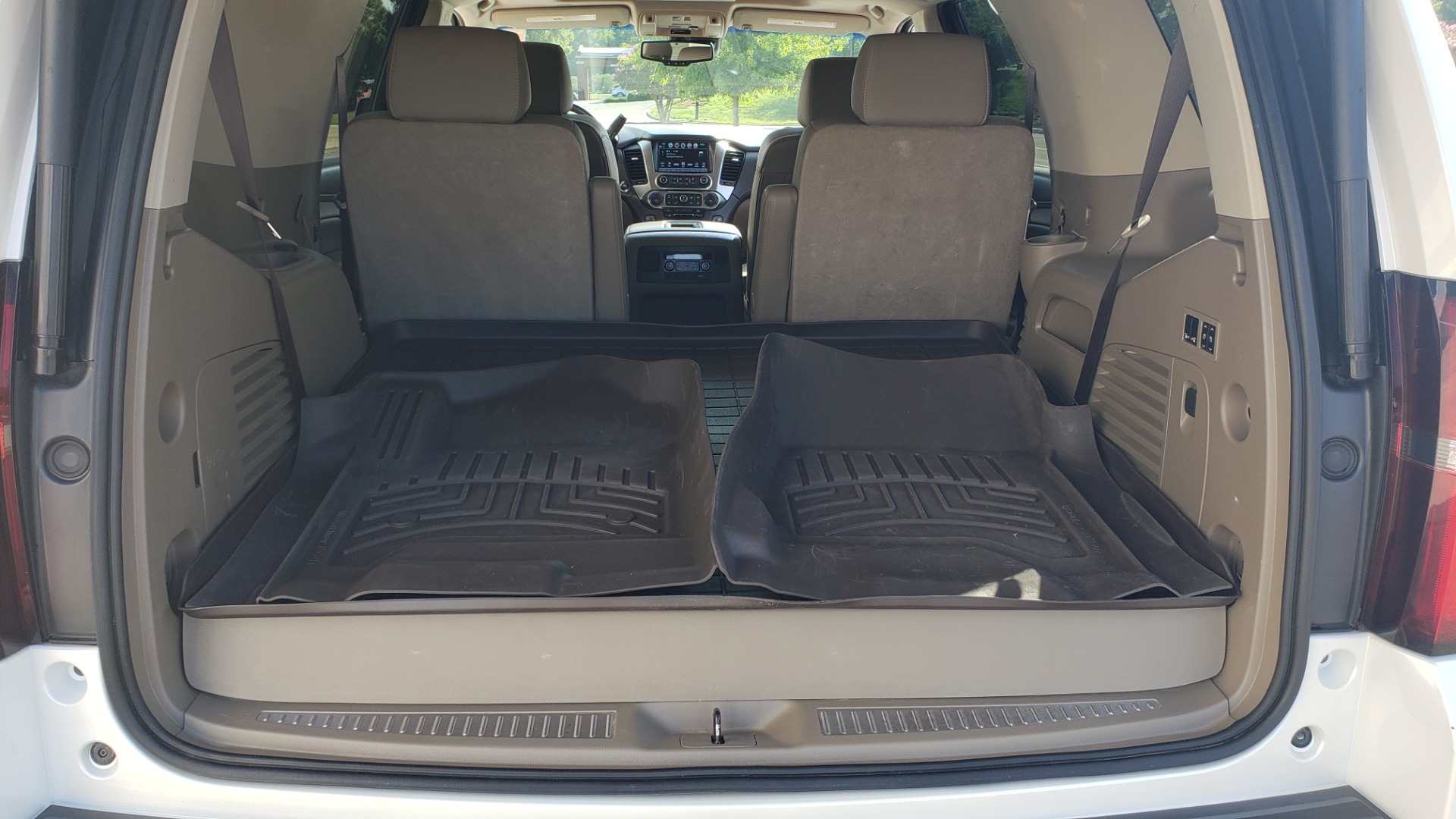 Used 2018 Chevrolet TAHOE PREMIER 4X4 / NAV / BOSE / SUNROOF / ENT SYS / 3-ROW / REARVIEW for sale $55,995 at Formula Imports in Charlotte NC 28227 16