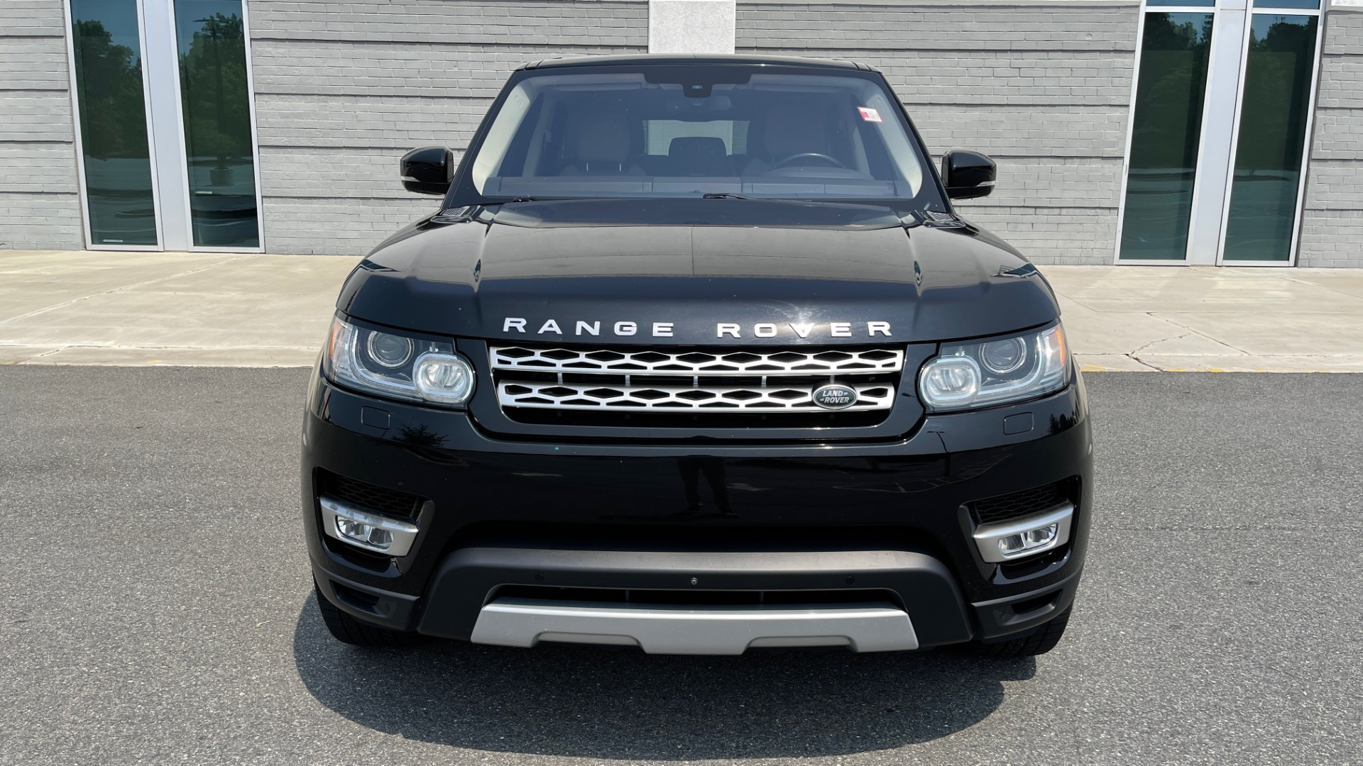 Used 2016 Land Rover RANGE ROVER SPORT V6 HSE / NAV / PANO-ROOF / MERIDIAN / CONSOLE COOLER / CAMERAS for sale $40,995 at Formula Imports in Charlotte NC 28227 12