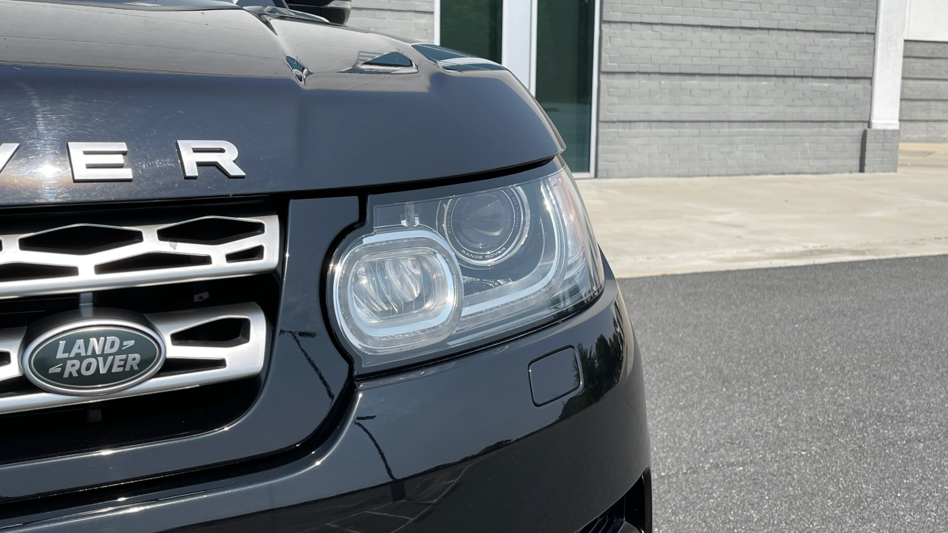Used 2016 Land Rover RANGE ROVER SPORT V6 HSE / NAV / PANO-ROOF / MERIDIAN / CONSOLE COOLER / CAMERAS for sale $40,995 at Formula Imports in Charlotte NC 28227 14