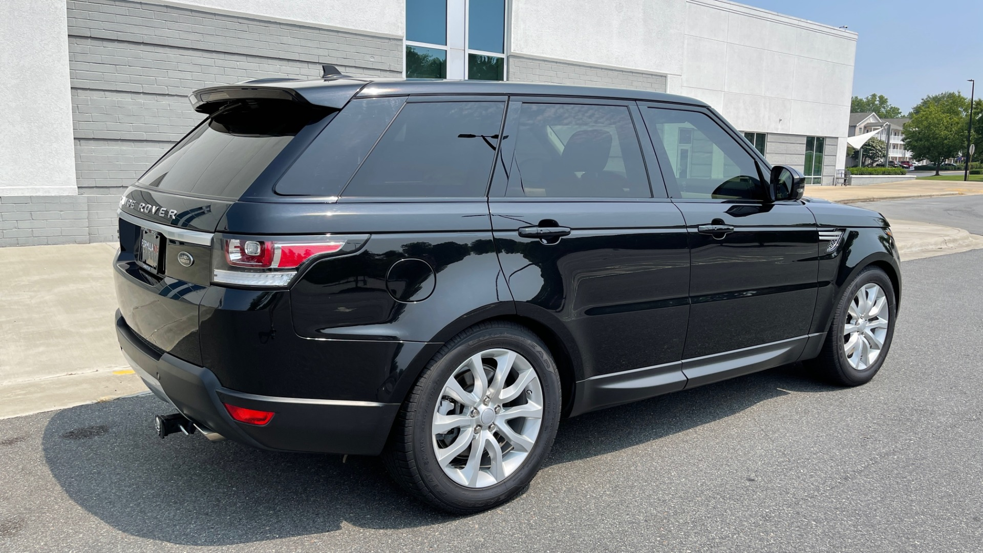 Used 2016 Land Rover RANGE ROVER SPORT V6 HSE / NAV / PANO-ROOF / MERIDIAN / CONSOLE COOLER / CAMERAS for sale $40,995 at Formula Imports in Charlotte NC 28227 2