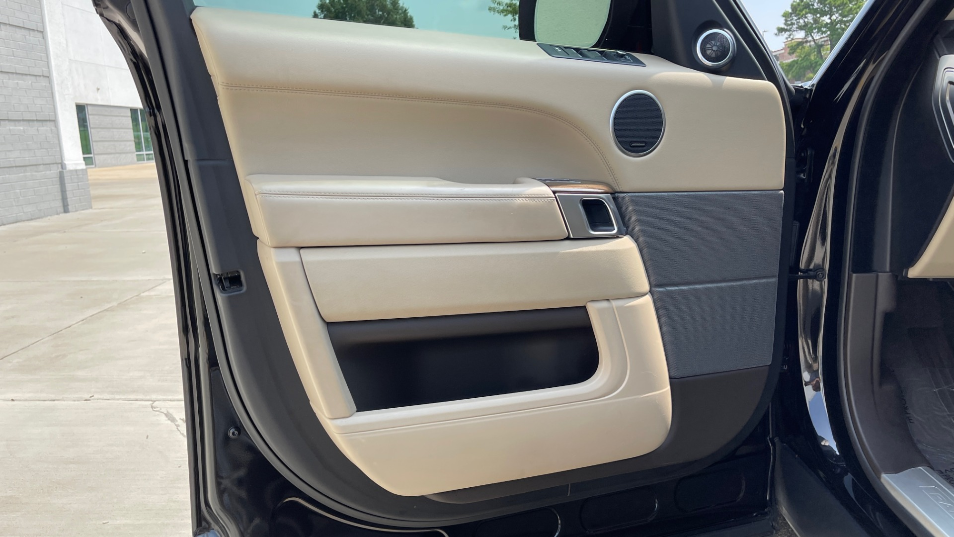 Used 2016 Land Rover RANGE ROVER SPORT V6 HSE / NAV / PANO-ROOF / MERIDIAN / CONSOLE COOLER / CAMERAS for sale $40,995 at Formula Imports in Charlotte NC 28227 26