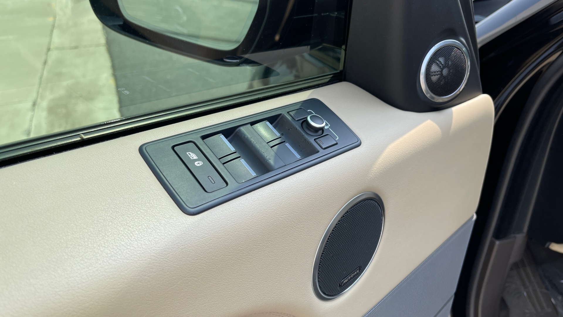 Used 2016 Land Rover RANGE ROVER SPORT V6 HSE / NAV / PANO-ROOF / MERIDIAN / CONSOLE COOLER / CAMERAS for sale $40,995 at Formula Imports in Charlotte NC 28227 28