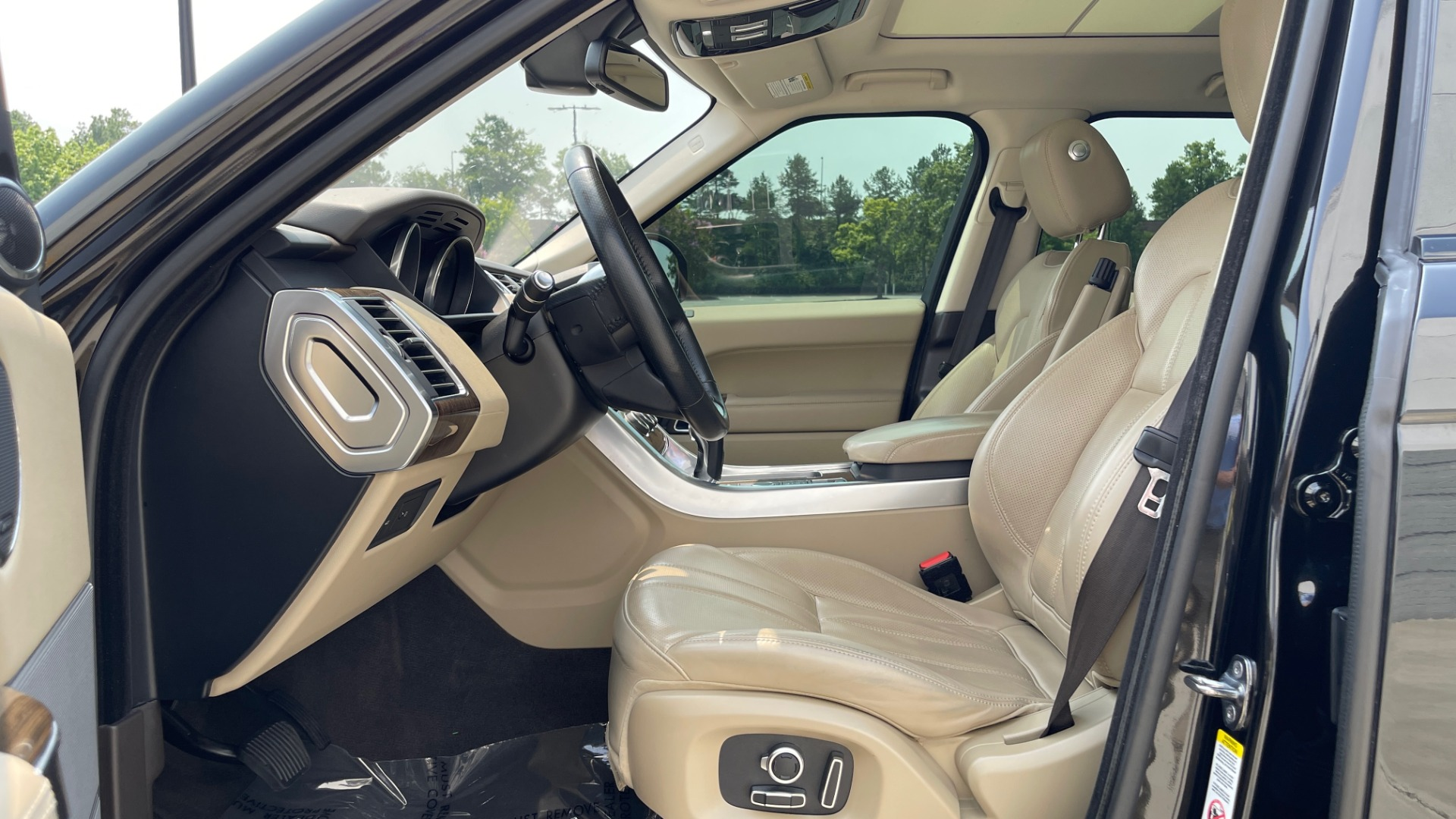 Used 2016 Land Rover RANGE ROVER SPORT V6 HSE / NAV / PANO-ROOF / MERIDIAN / CONSOLE COOLER / CAMERAS for sale $40,995 at Formula Imports in Charlotte NC 28227 29