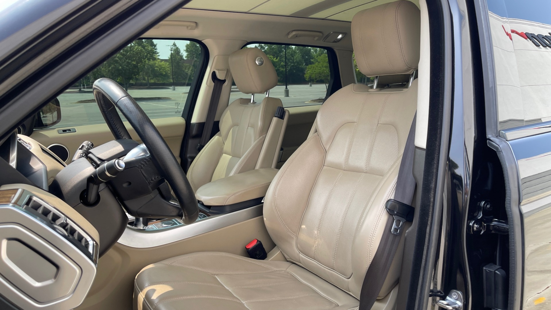 Used 2016 Land Rover RANGE ROVER SPORT V6 HSE / NAV / PANO-ROOF / MERIDIAN / CONSOLE COOLER / CAMERAS for sale $40,995 at Formula Imports in Charlotte NC 28227 30