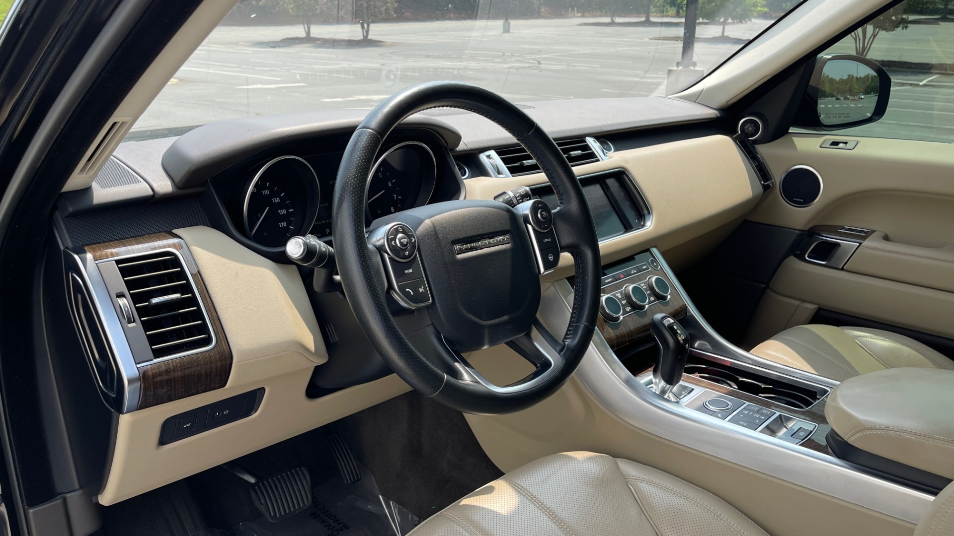 Used 2016 Land Rover RANGE ROVER SPORT V6 HSE / NAV / PANO-ROOF / MERIDIAN / CONSOLE COOLER / CAMERAS for sale $40,995 at Formula Imports in Charlotte NC 28227 31