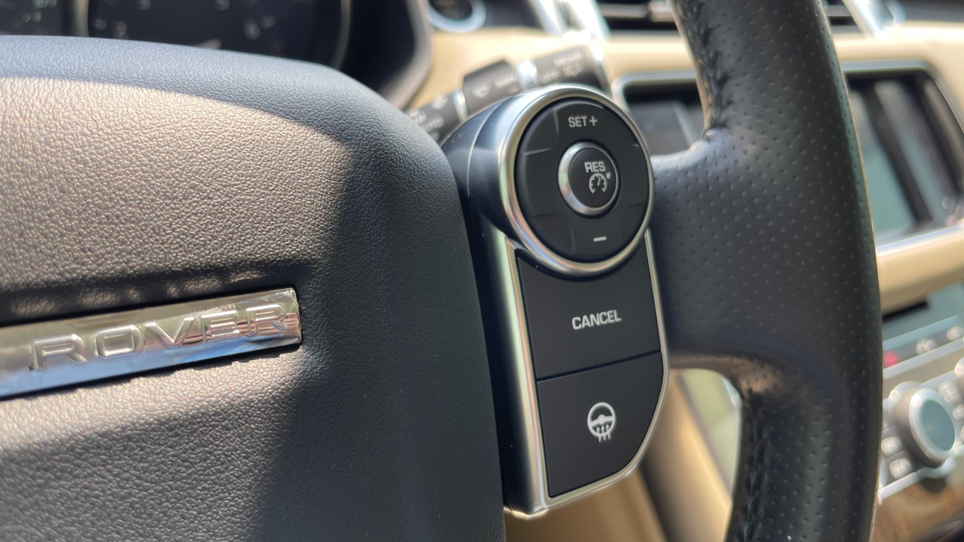 Used 2016 Land Rover RANGE ROVER SPORT V6 HSE / NAV / PANO-ROOF / MERIDIAN / CONSOLE COOLER / CAMERAS for sale $40,995 at Formula Imports in Charlotte NC 28227 35